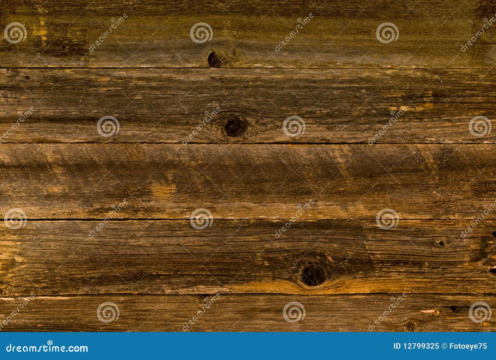 Brunt trä för ladugård
