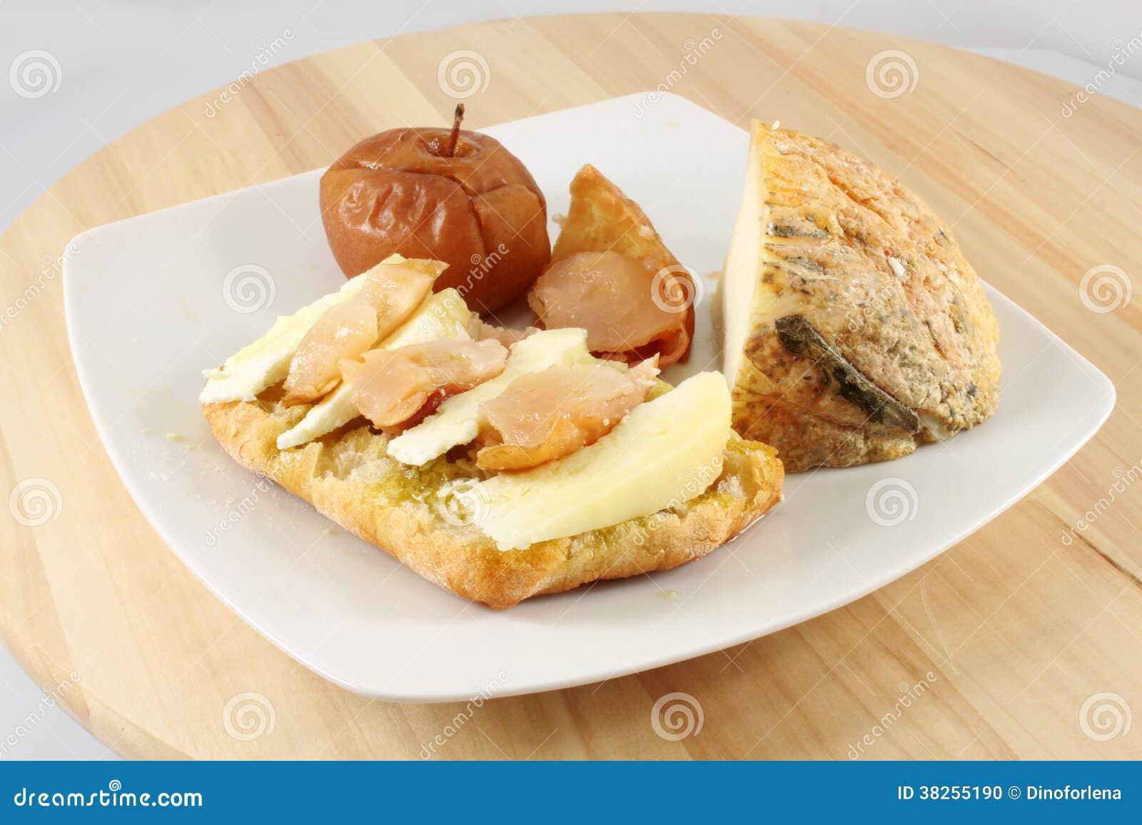 Bruschetta用苹果和山羊乳干酪