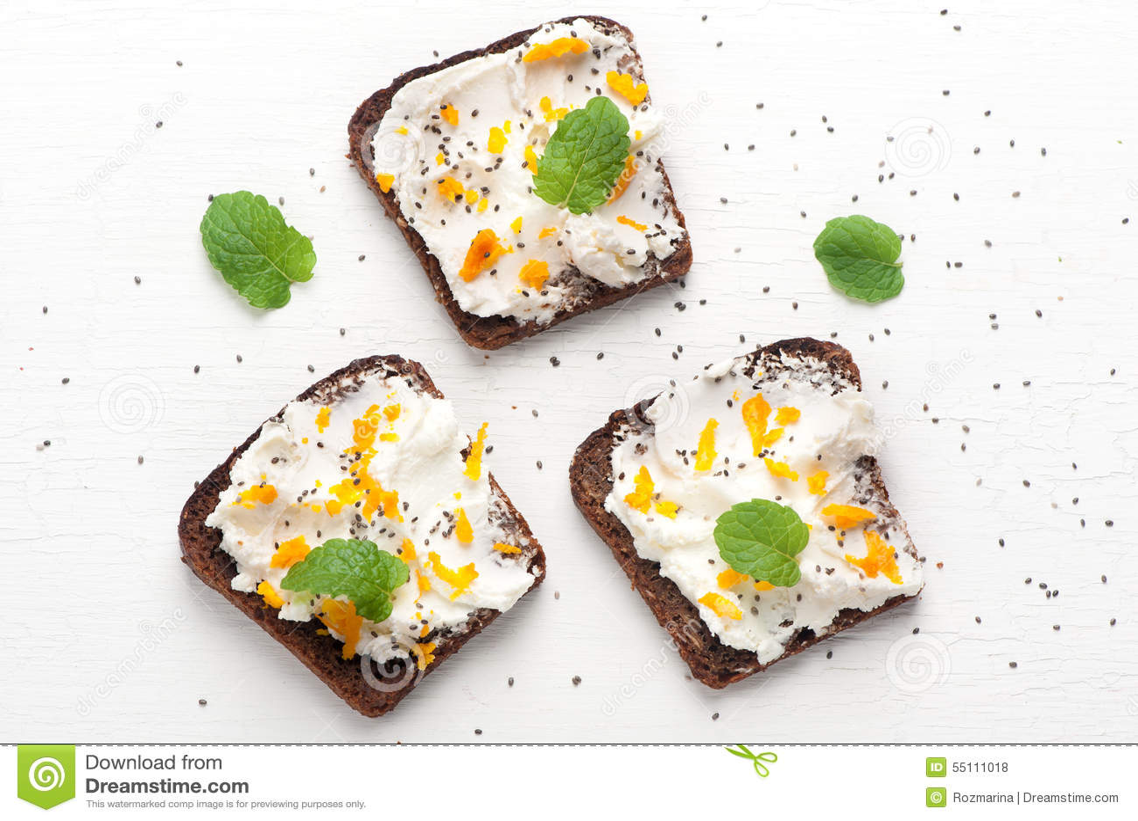 Bruschetta com queijo de cabra, mel e sementes do chia Vista superior