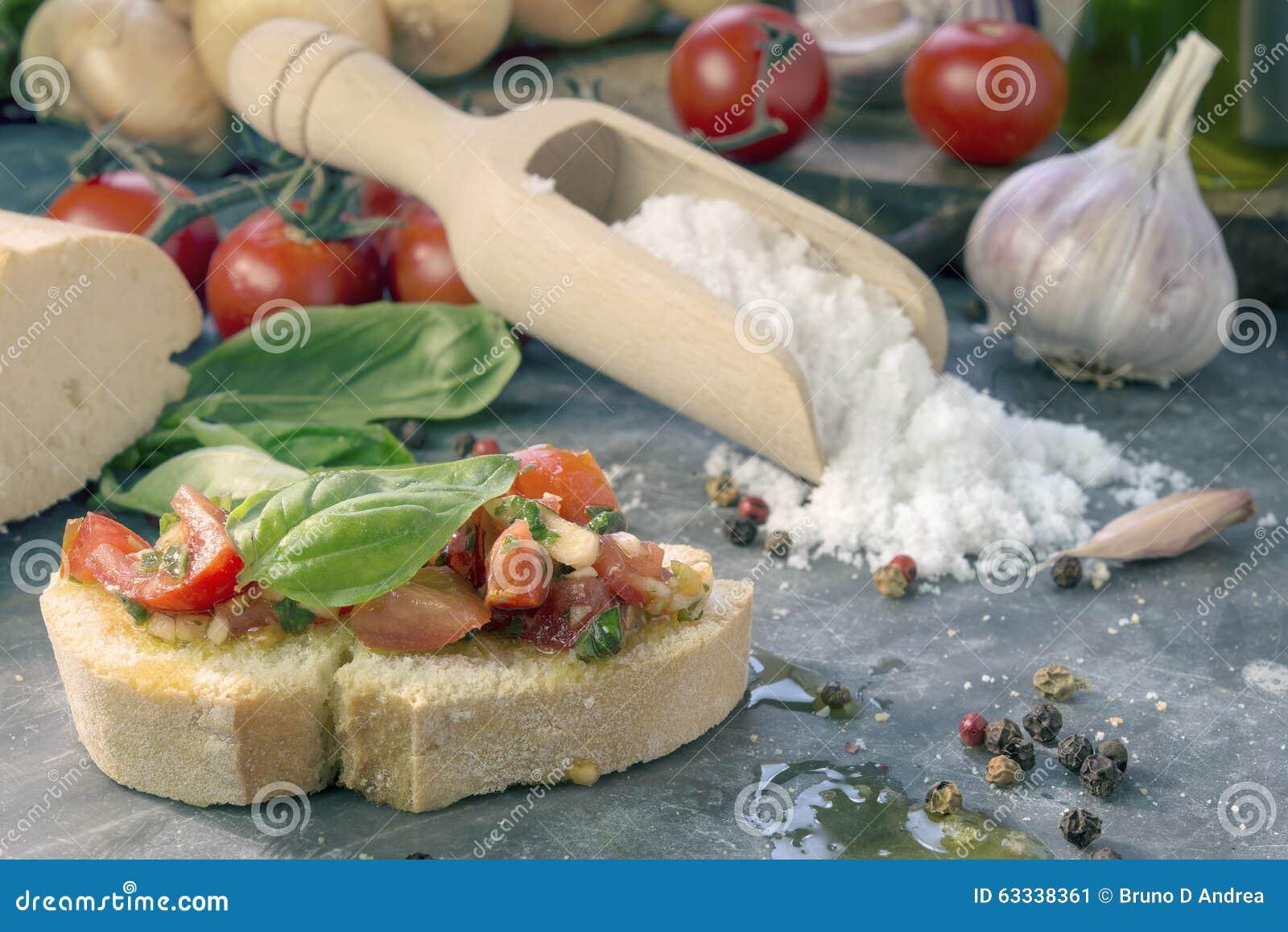 Bruschetta con el tomate y la albahaca