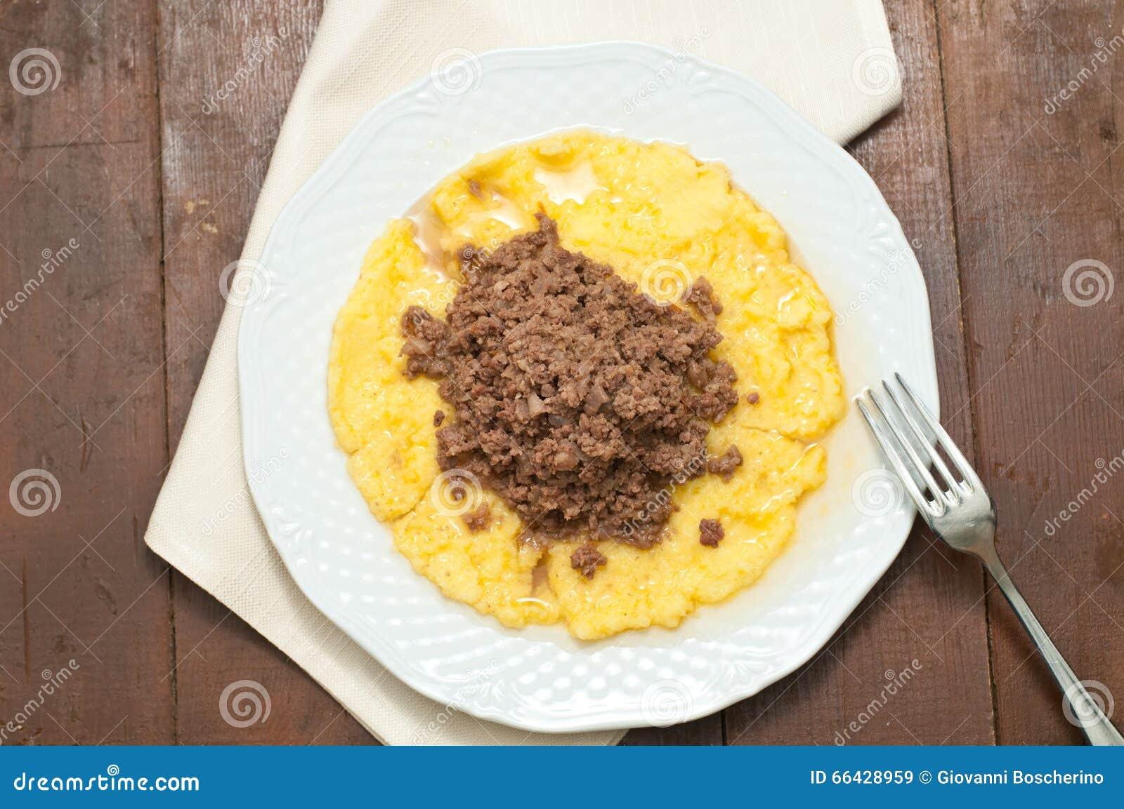 Bruscitt e prato italiano do polenta que você faz no inverno