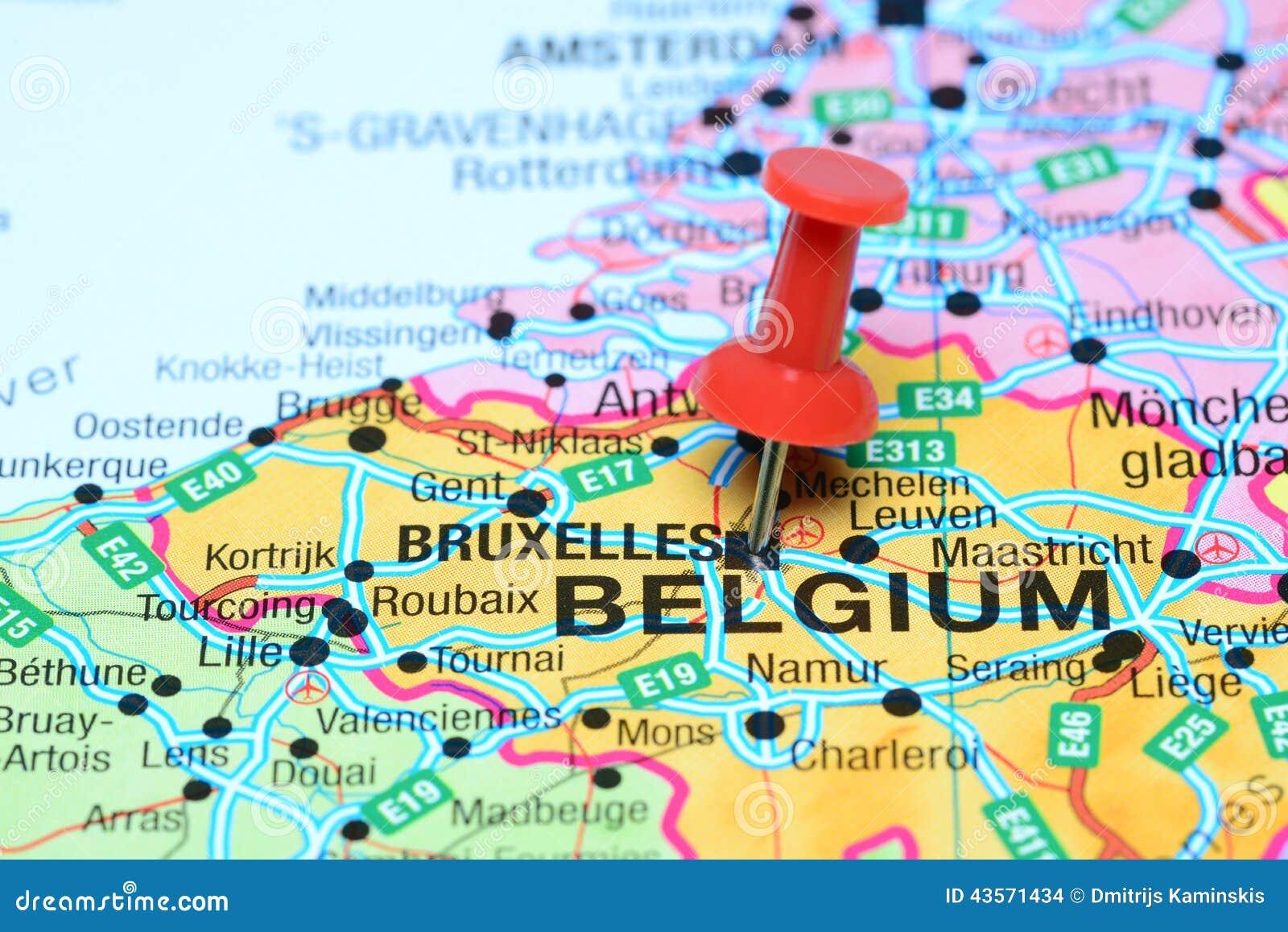 Bruselas Fijo En Un Mapa De Europa Foto De Archivo Imagen De