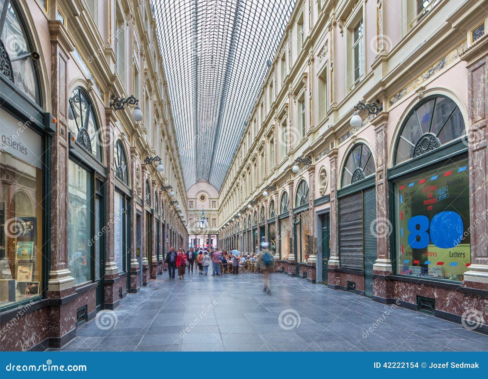 BRUSSEL, BELGIË - JUNI 16, 2014: Koninklijke Galeries van st Hubert