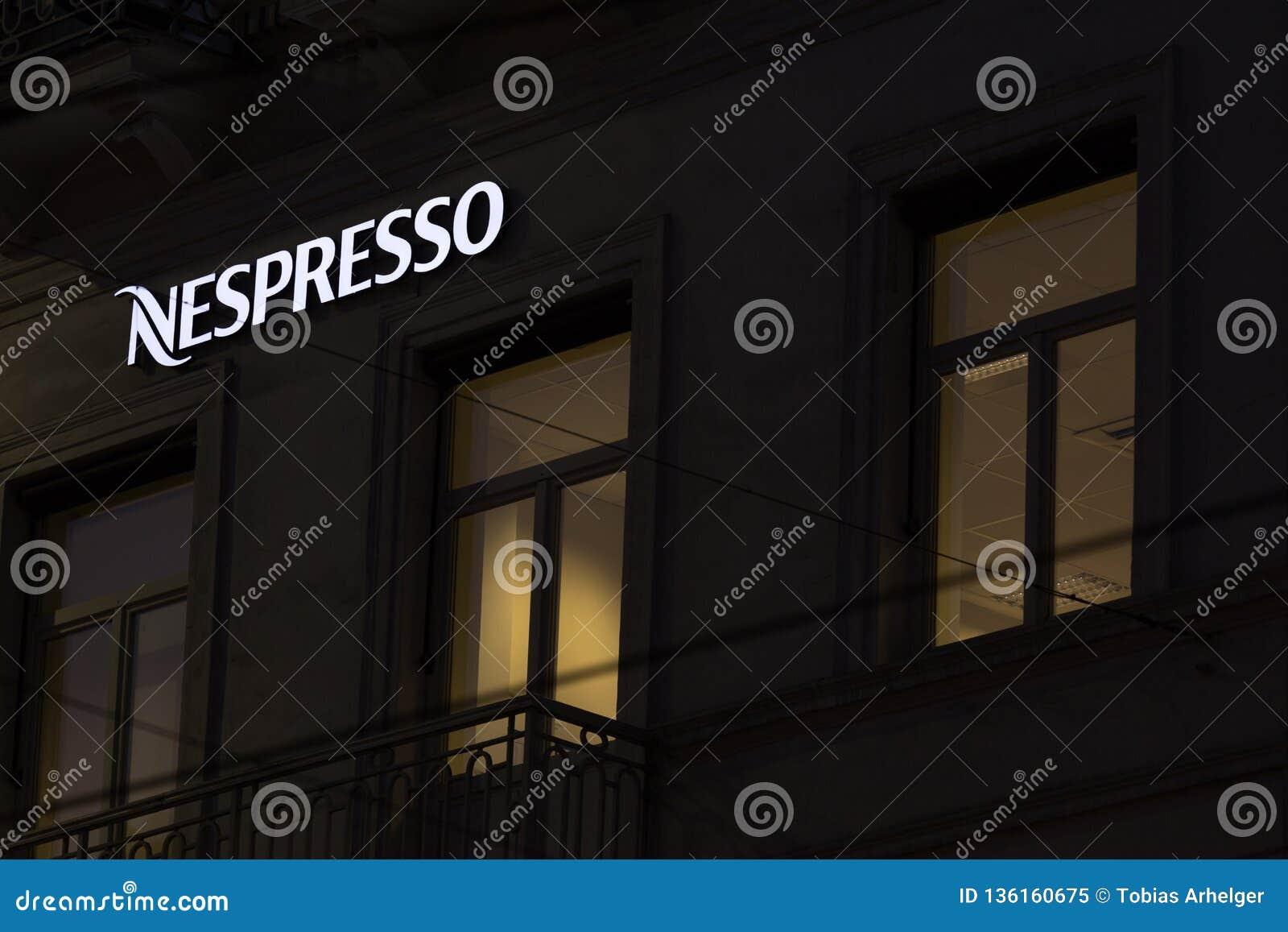 Brussel, Brussel/België - 13 12 18: nespressoteken in Brussel België in de avond