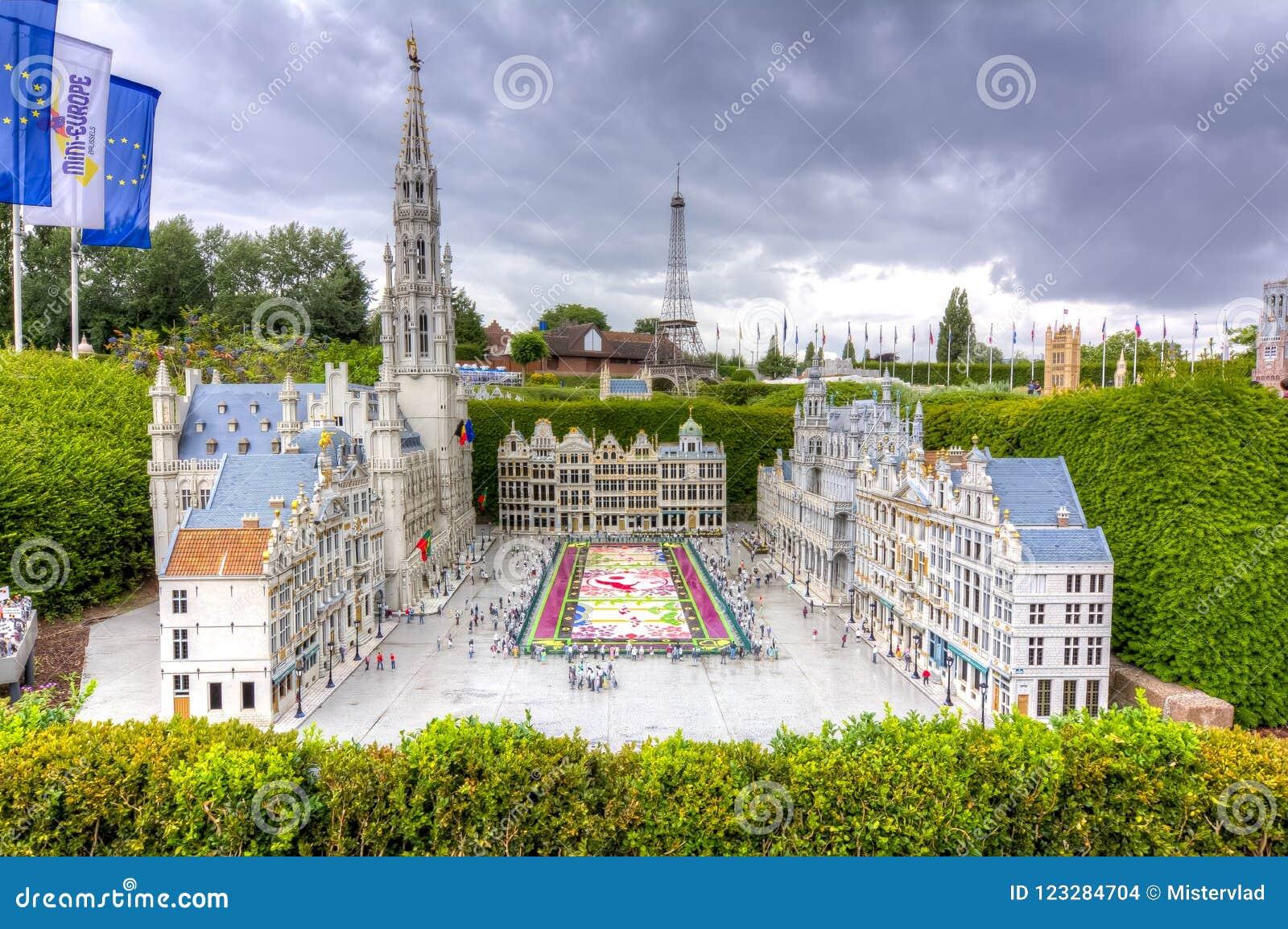 Brussel Grand Place met bloemtapijt in het minipark van Europa, Brussel, België