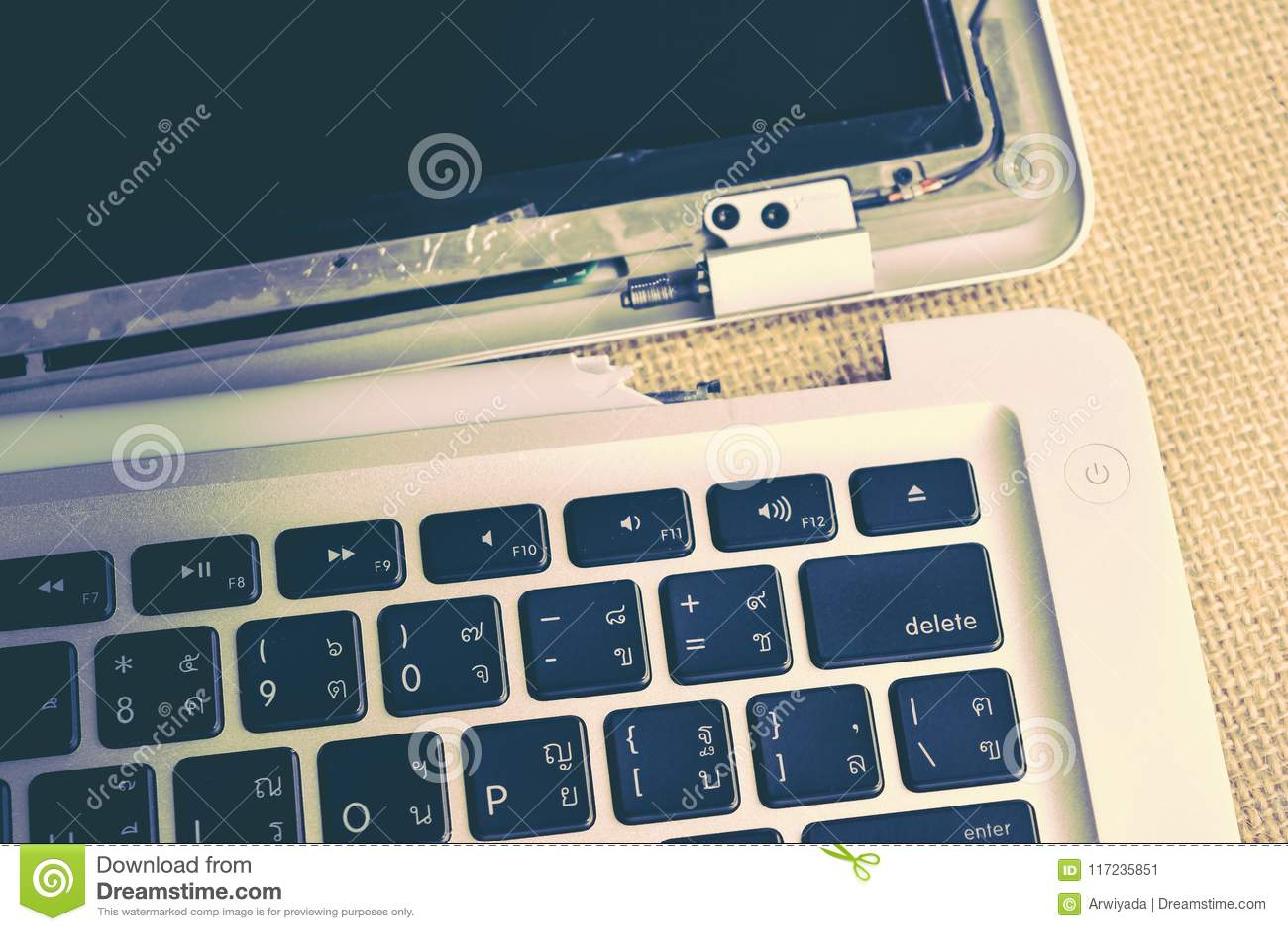 Bruten reparation för datorskärm och bärbar datorunderhåll, Apple MacB