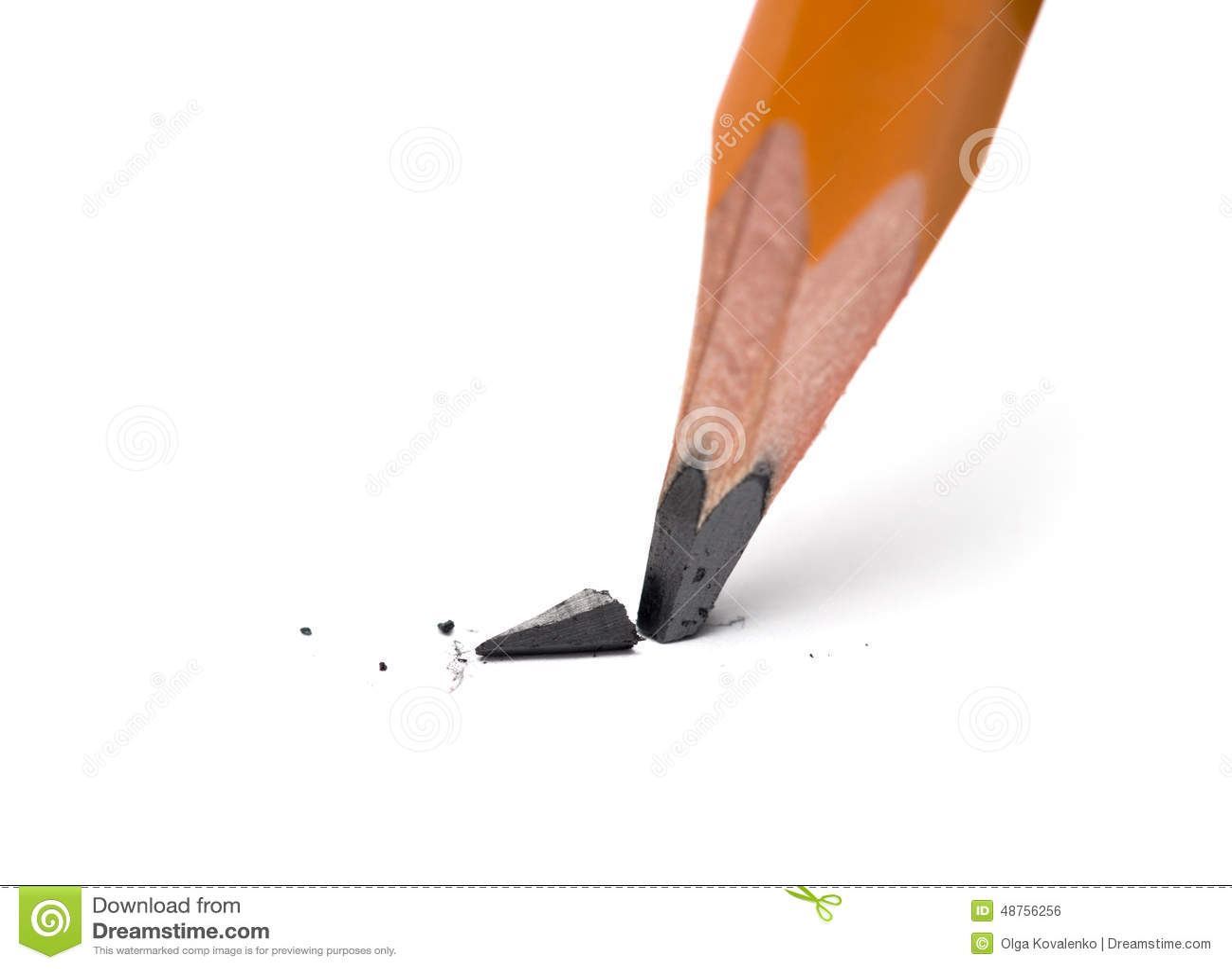 Brutet huvud av den skarpa blyertspennan