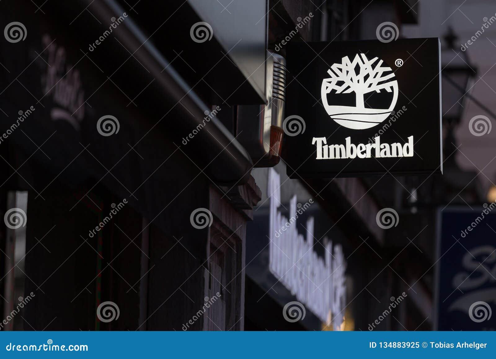 Bruxelas, Bruxelas/Bélgica - 13 12 18: o timberland assina dentro Bruxelas Bélgica
