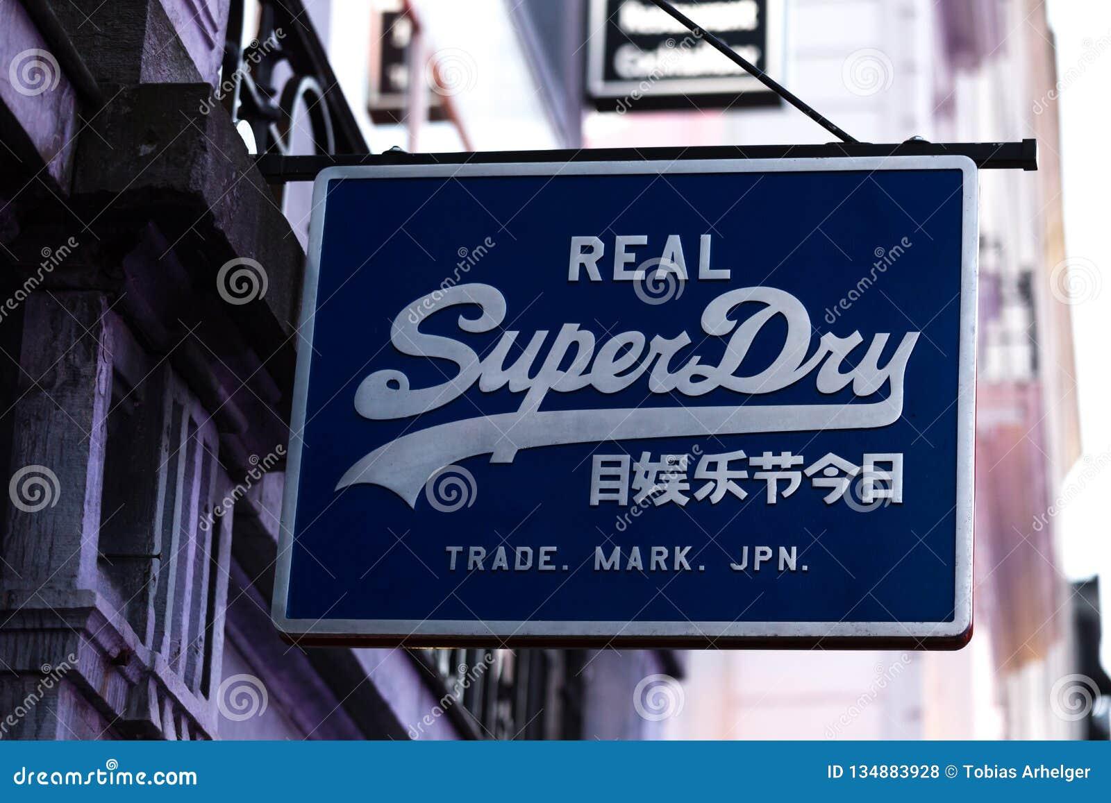Bruxelles, Bruxelles/Belgique - 13 12 18 : superdry signez dedans Bruxelles Belgique