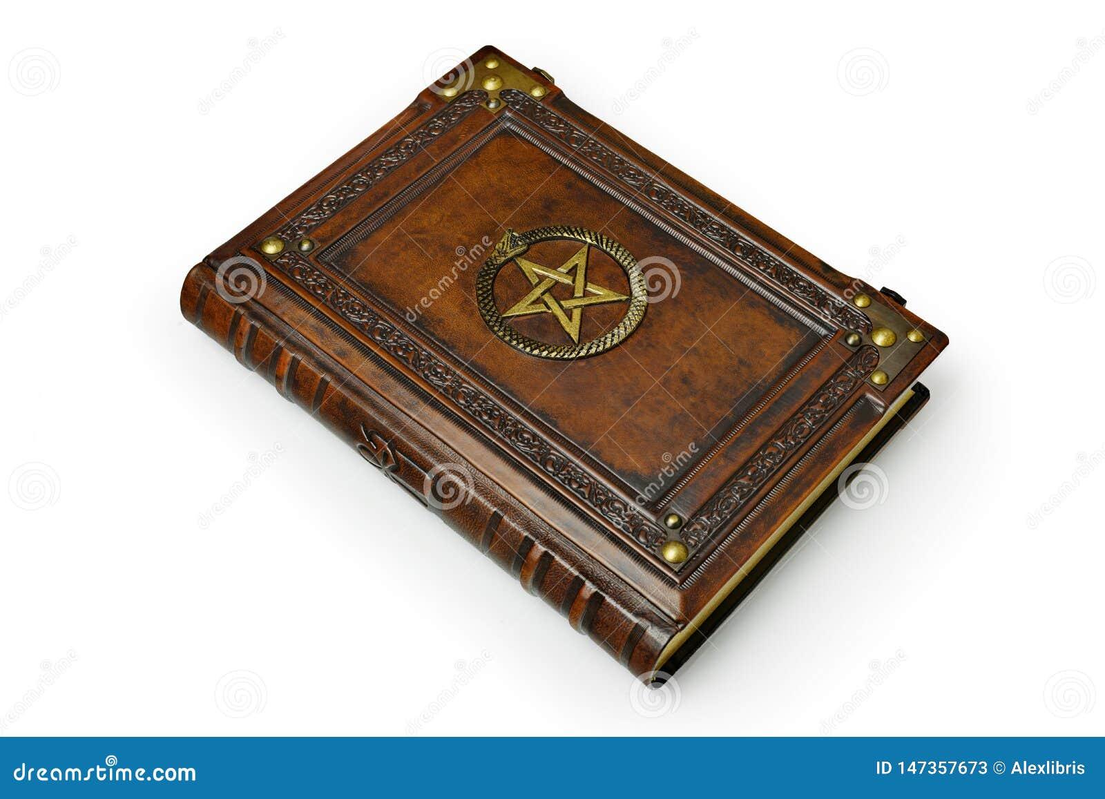 Bryna l?derbokomslag med f?rgylld pentagram och det Ouroboros symbolet som omges med djupt pr?glade ram- och metallh?rn
