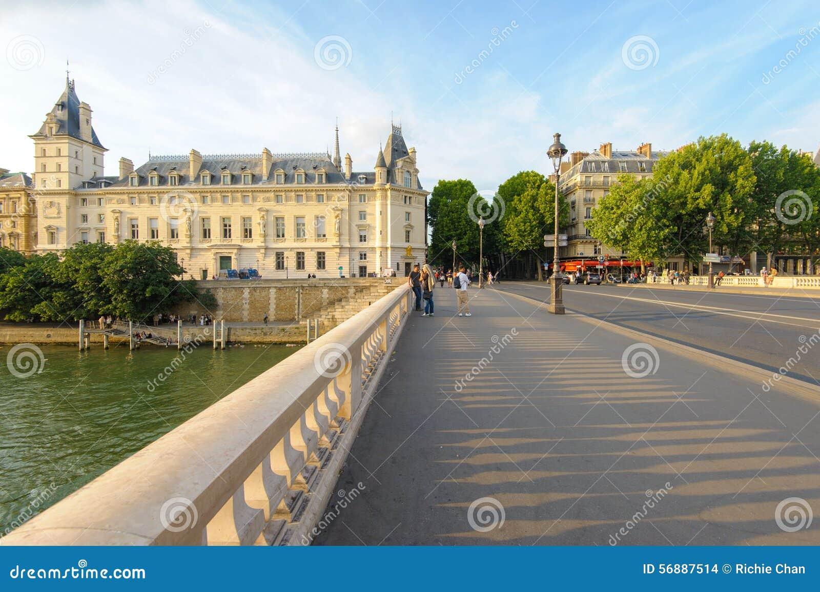Brzeg rzeki wonton rzeka w Paryż