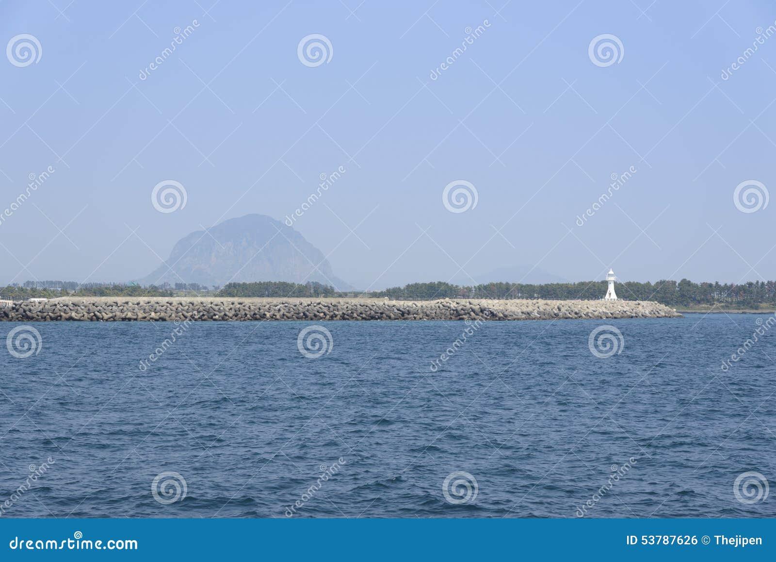 Brzegowa sceneria Jeju wyspa