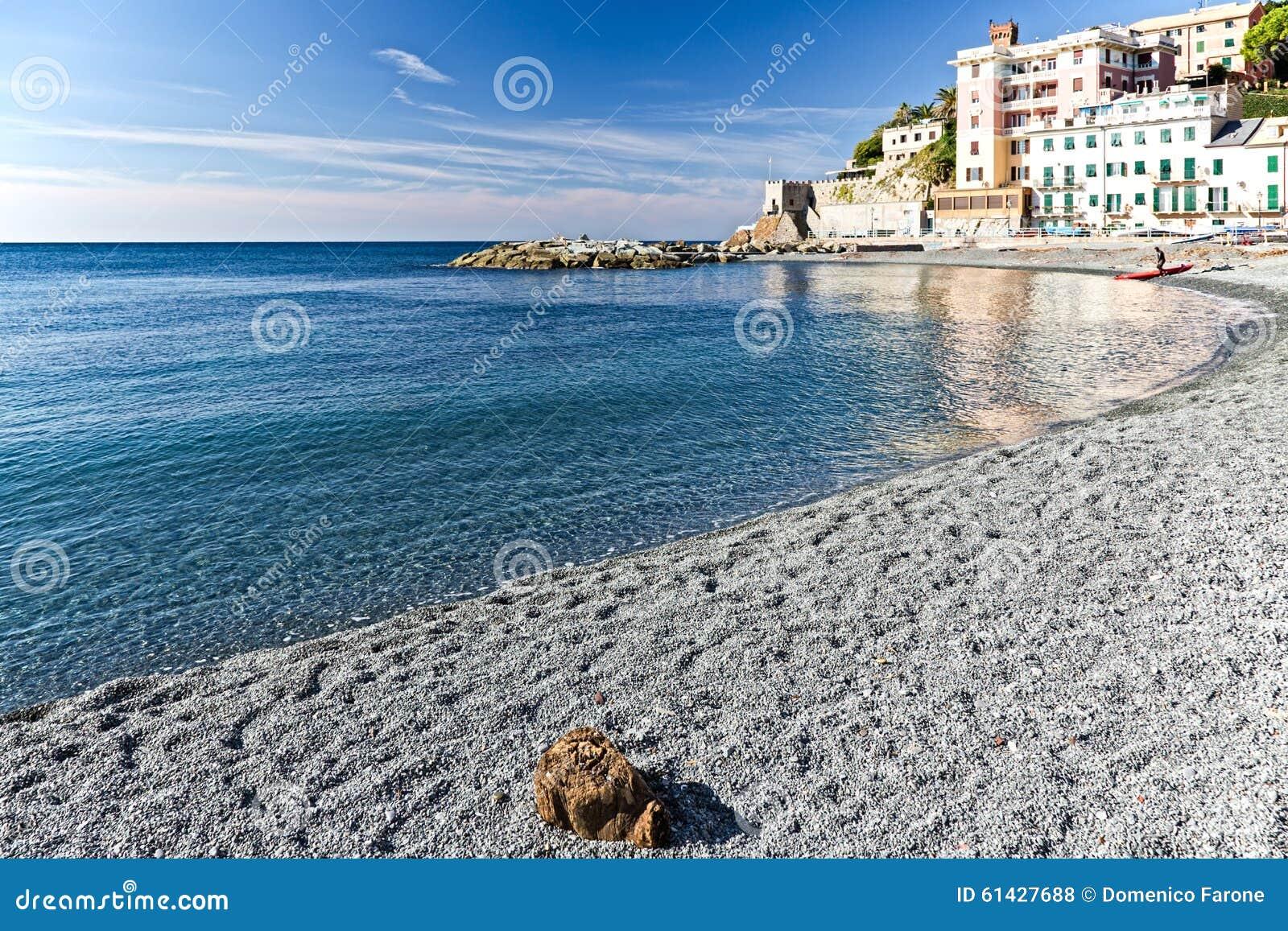 b timents de plage et de bord de mer de vernazzola italie photo stock image 61427688. Black Bedroom Furniture Sets. Home Design Ideas