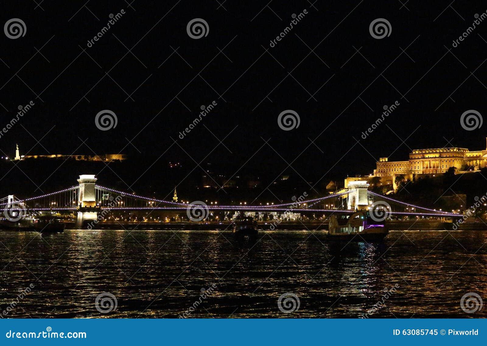 Download Buapest la nuit image stock. Image du fleuve, passerelle - 63085745