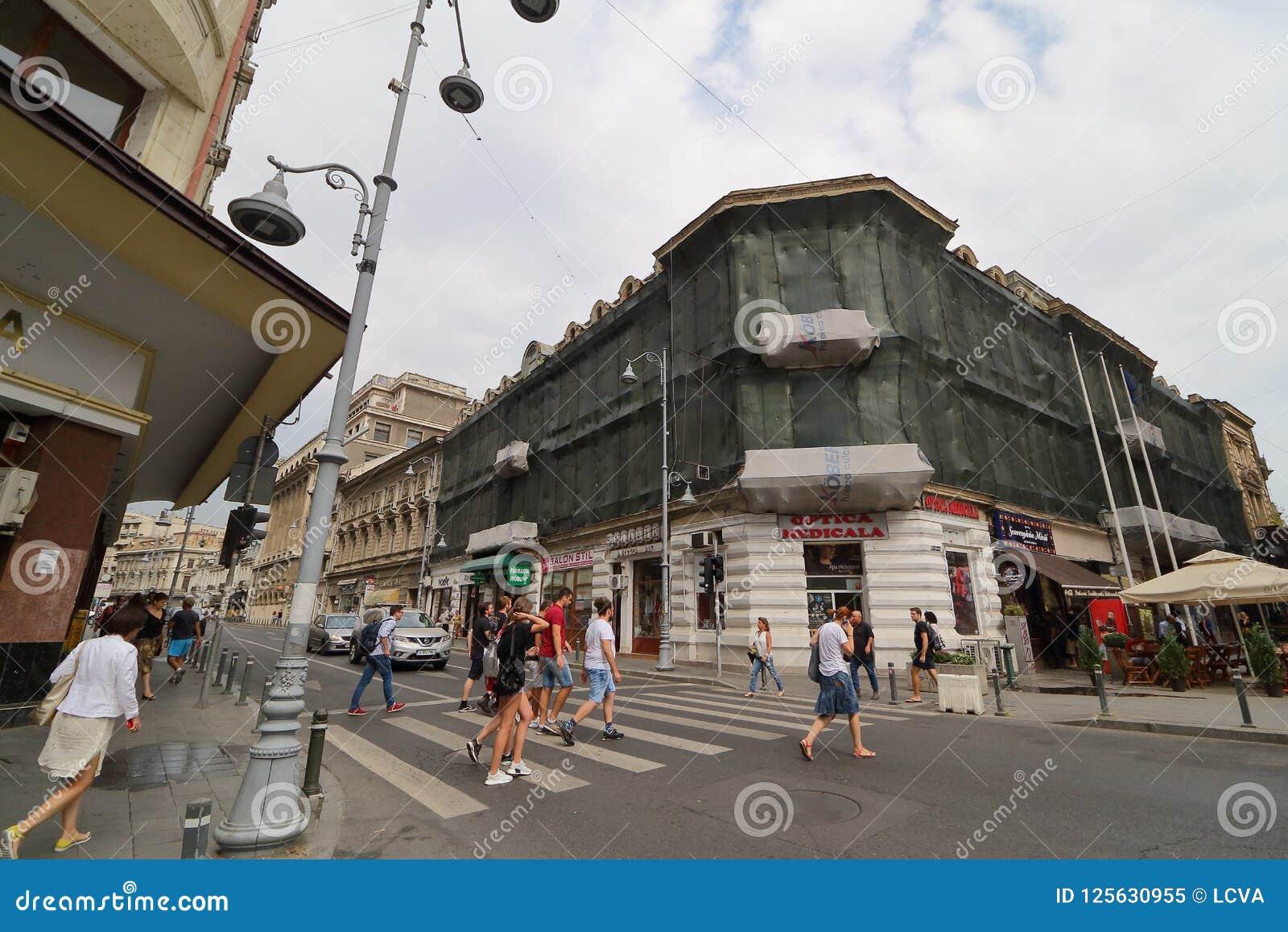 Bucareste - vida do dia na cidade velha