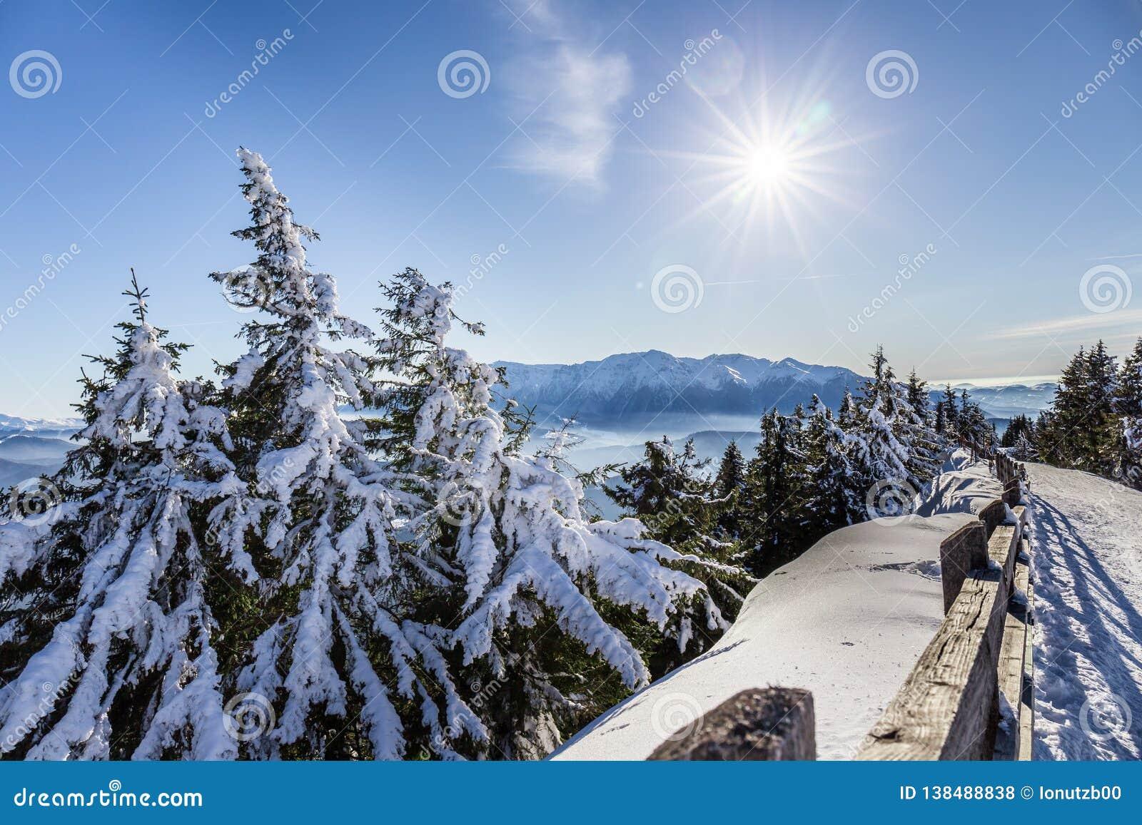 Bucegi-Berge angesehen von Postavarul-Spitze, Brasov, Siebenbürgen, Rumänien