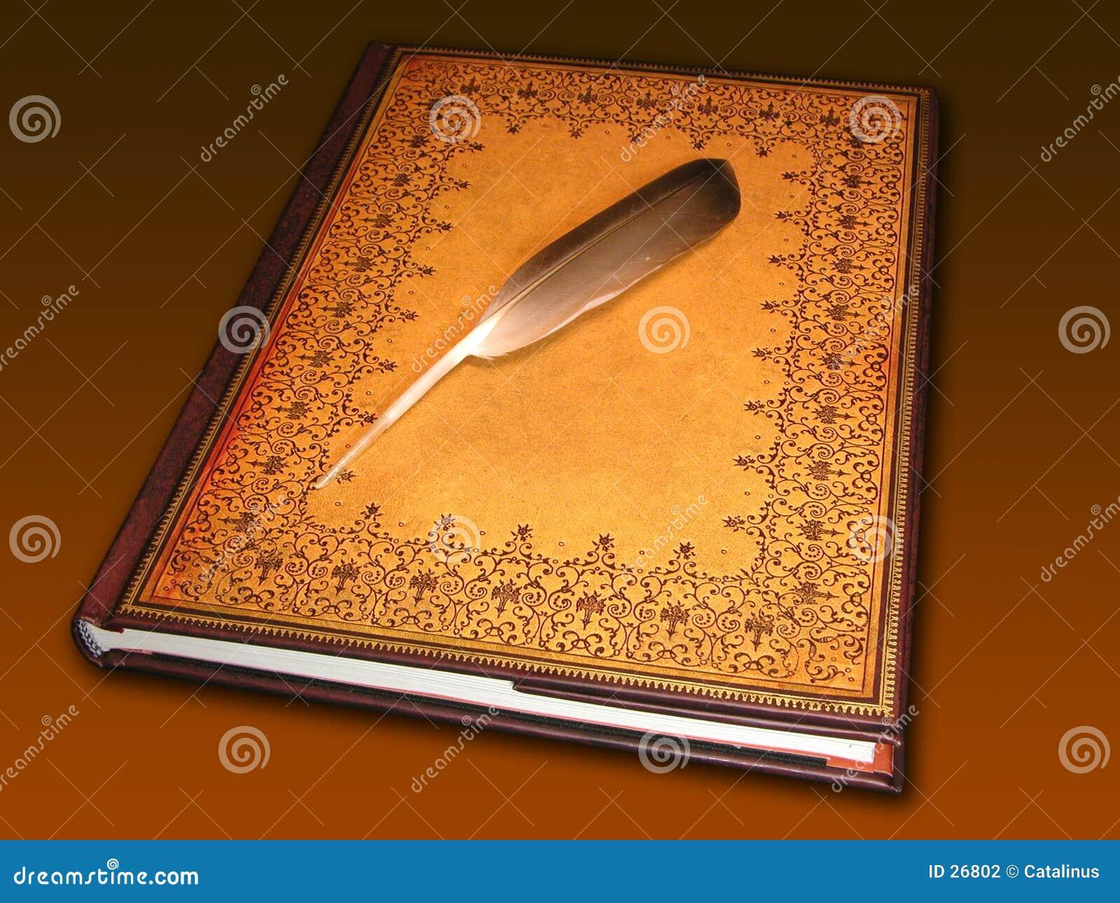 Buch, das eine Feder anhält