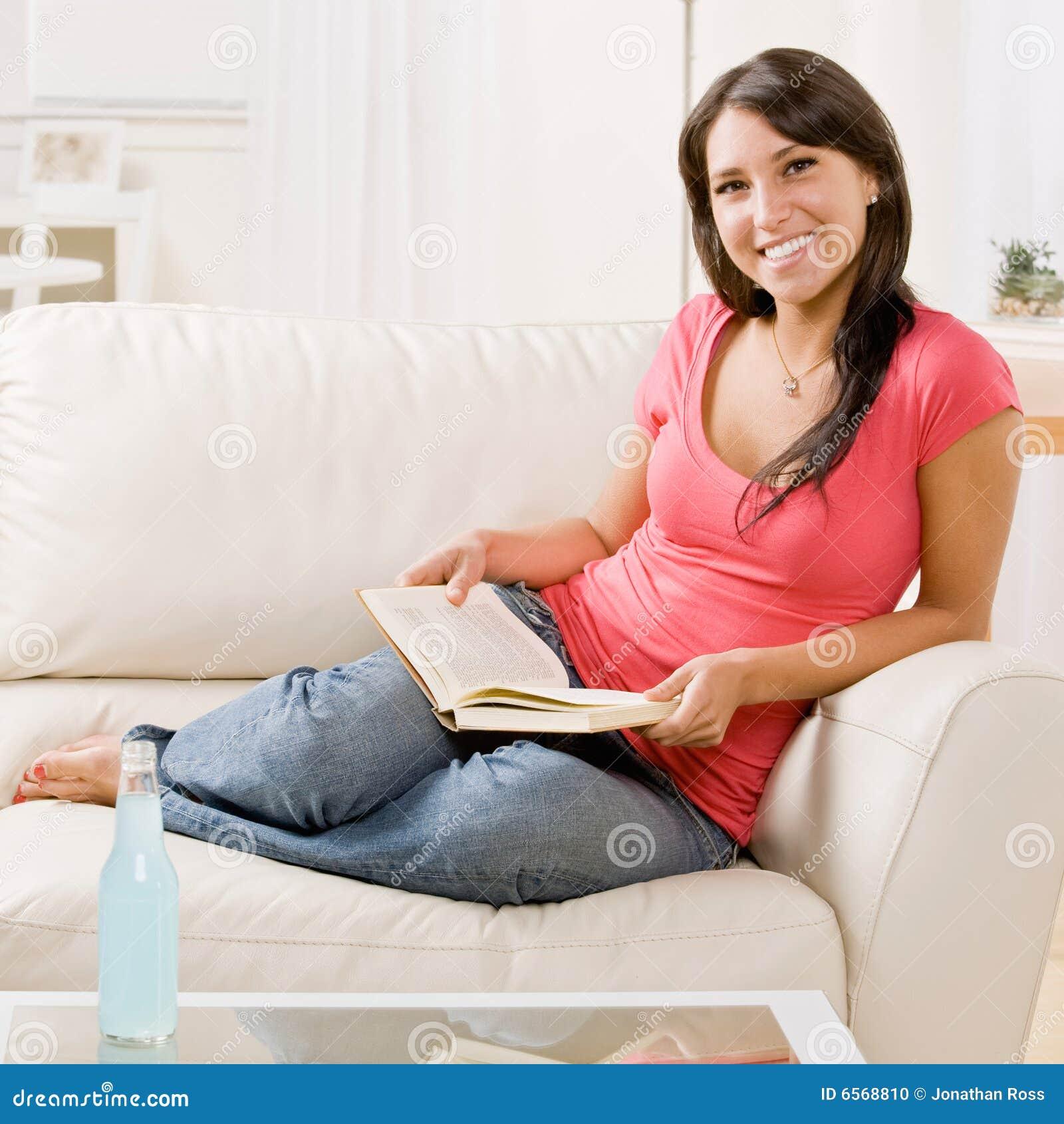 Zwei Reife Frauen Werden Auf Der Couch - nacktecom