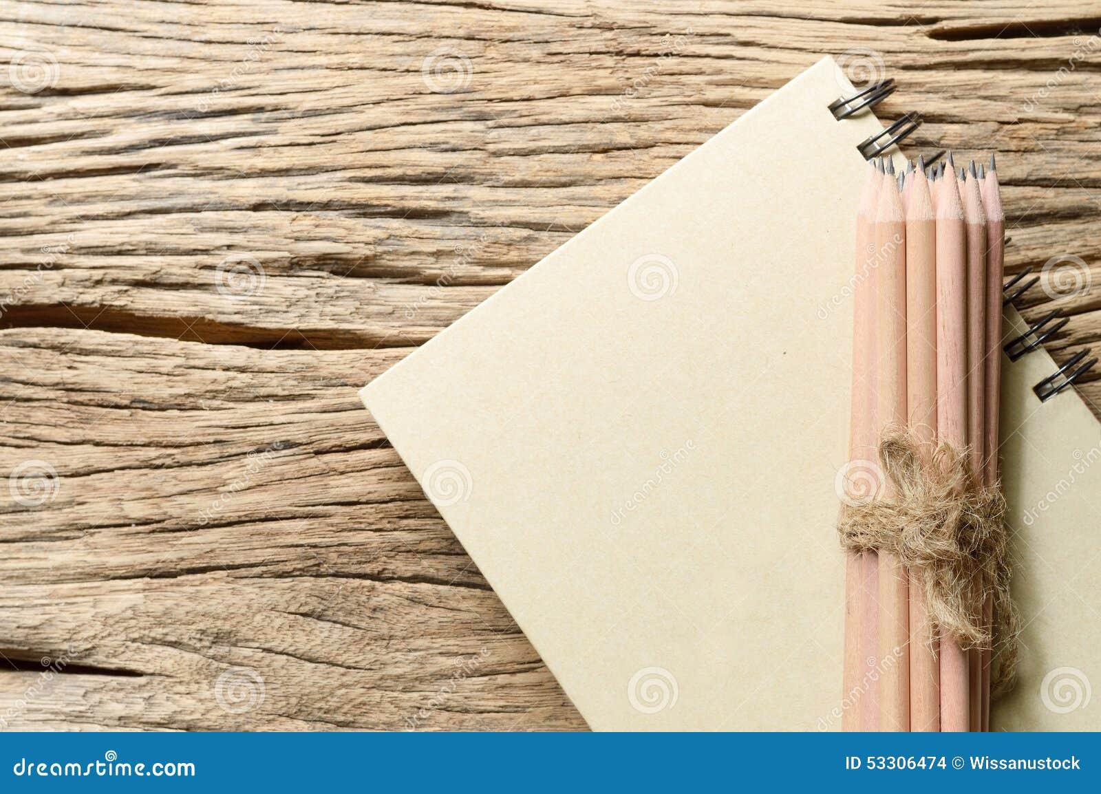 Buch und Bleistift