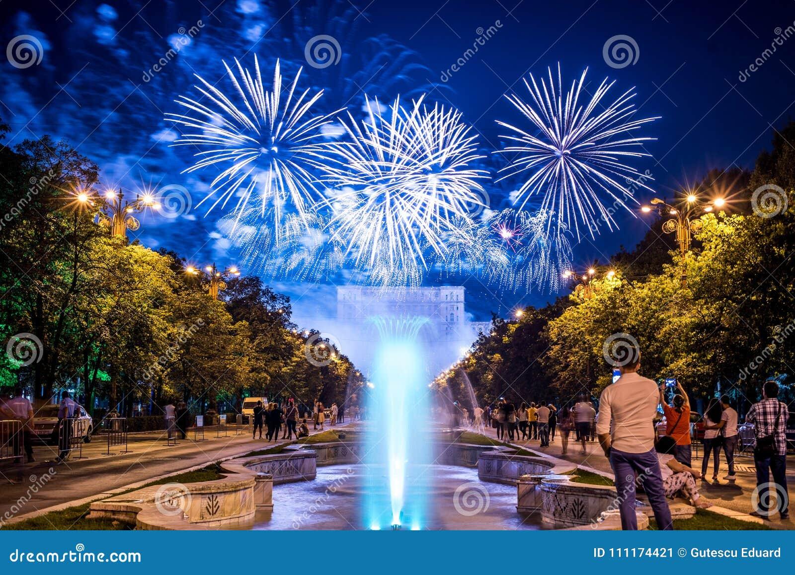 Bucharest årsdagdagar, fyrverkerier festar och beröm