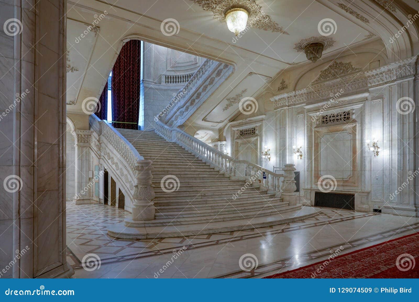 BUCHAREST/ROMANIA - 21 DE SETEMBRO: Vista interior do palácio o