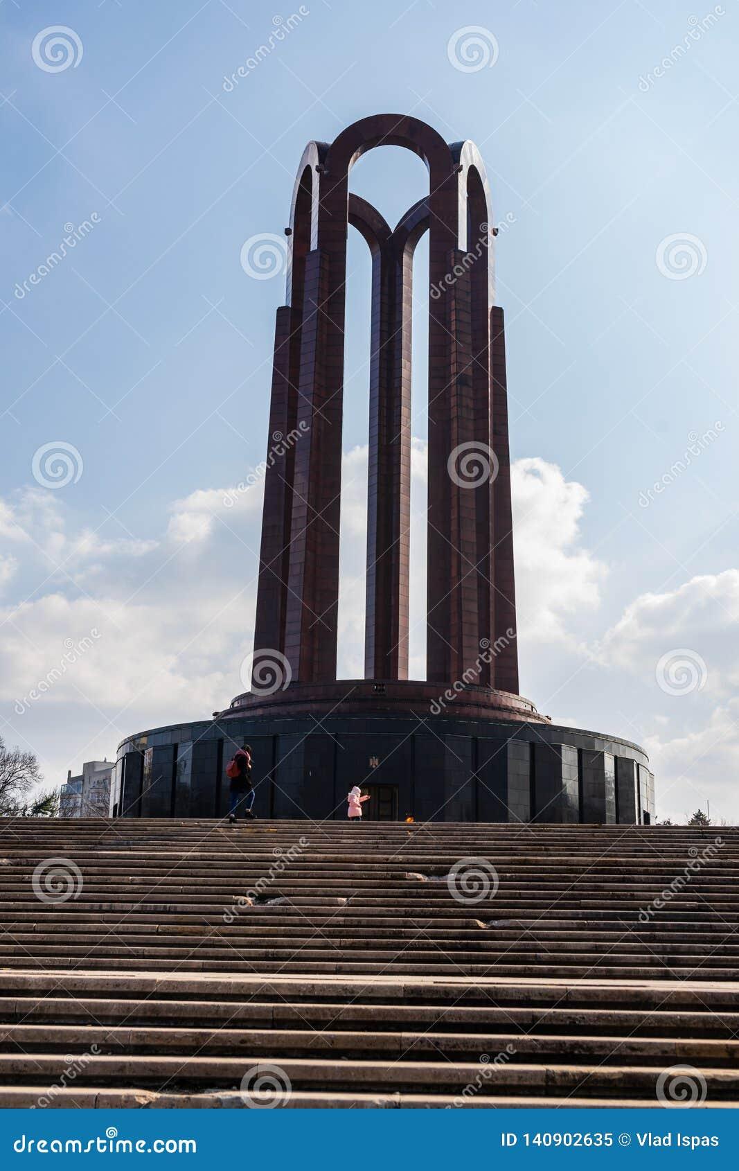Bucharest, Rumunia - 2019 Niewiadomego żołnierza mauzoleum lokalizować w Carol parku
