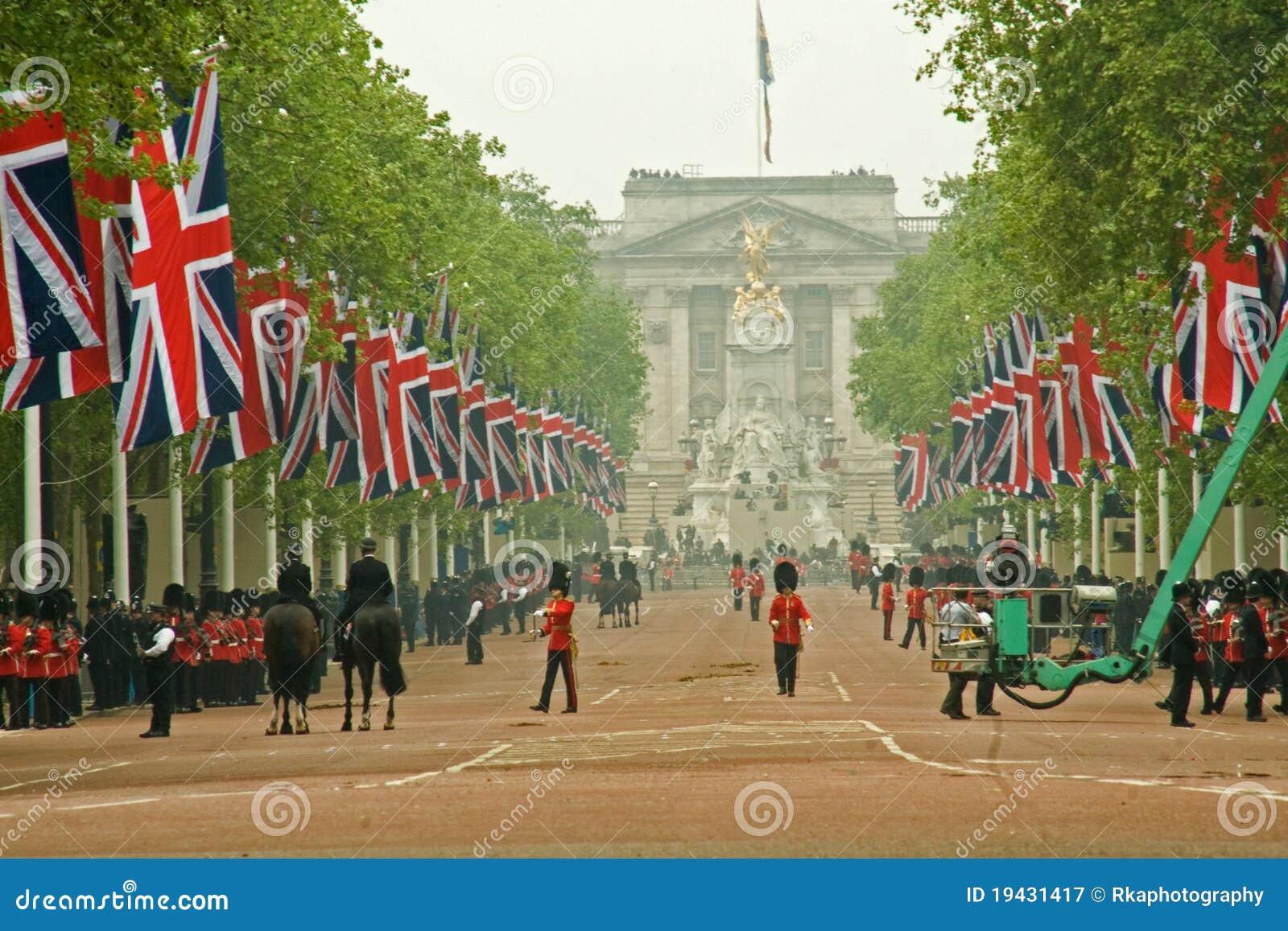 Buckingham Palace und Mall während der königlichen Hochzeit
