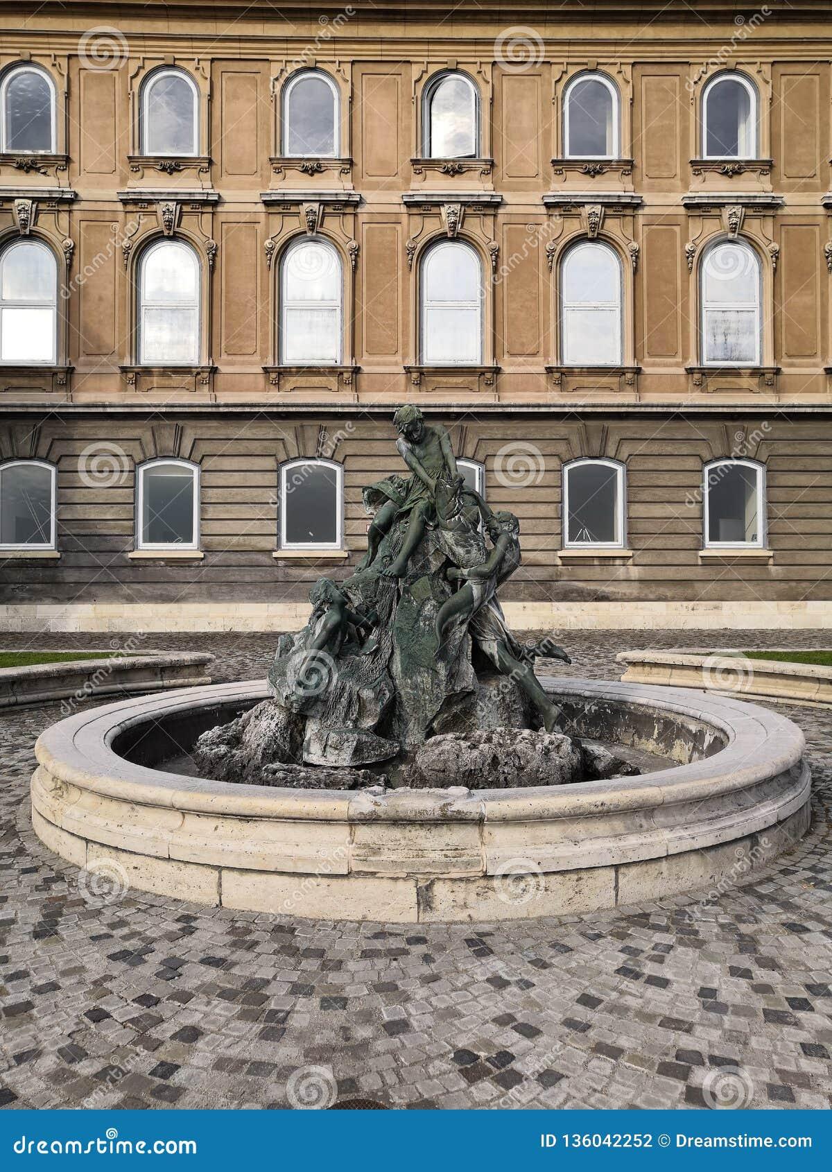 BUDA-DE REIS VAN BOEDAPEST HONGARIJE VAN KASTEELstandbeelden