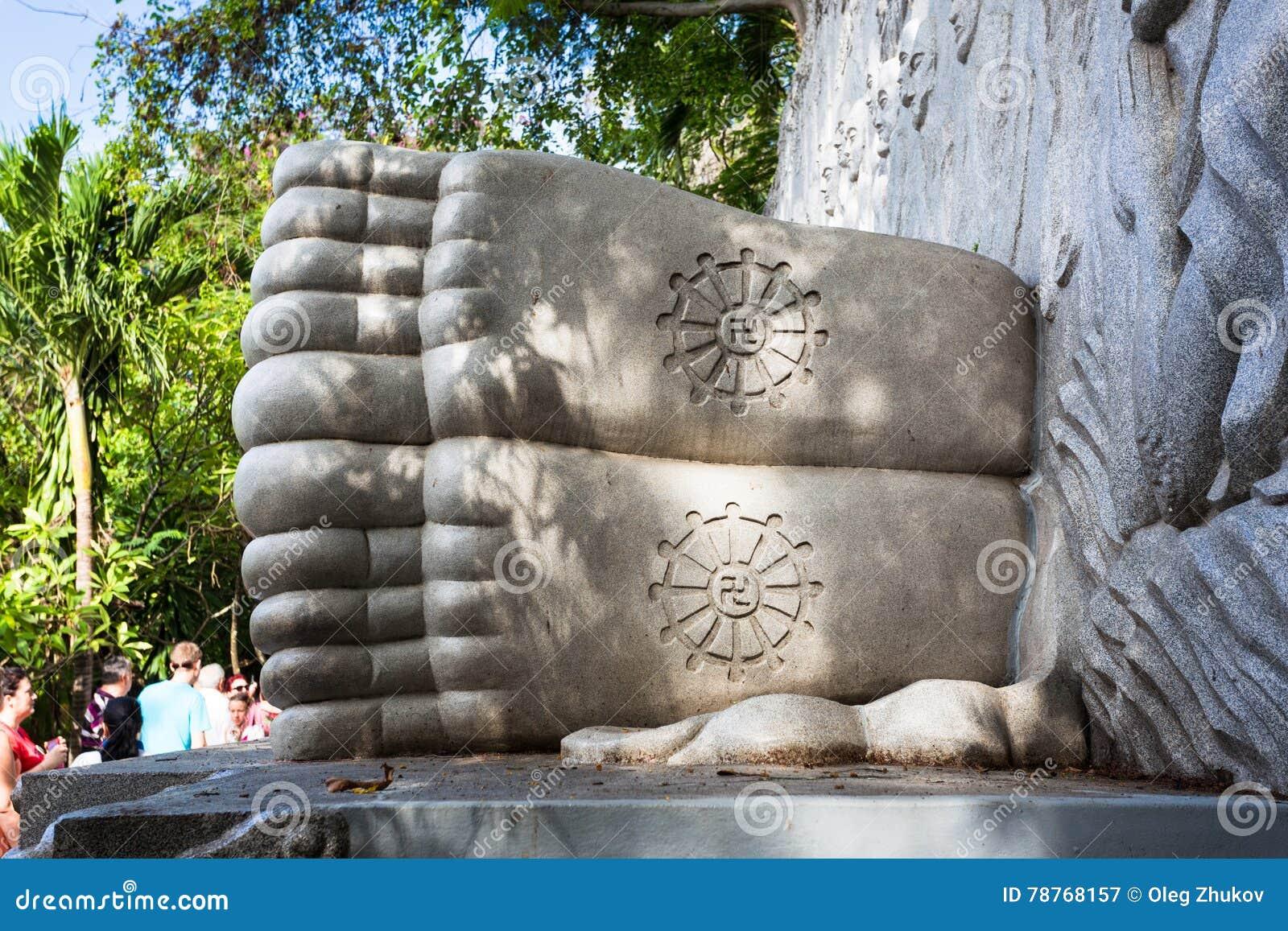 Buda do sono no pagode longo do filho em Nha Trang