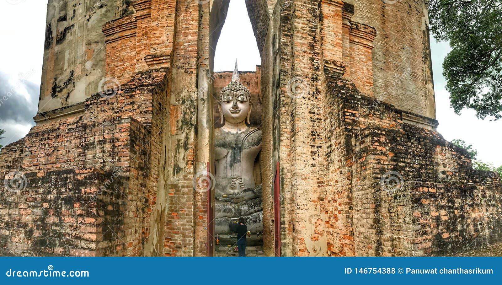 Buda en templo del amigo de Sri