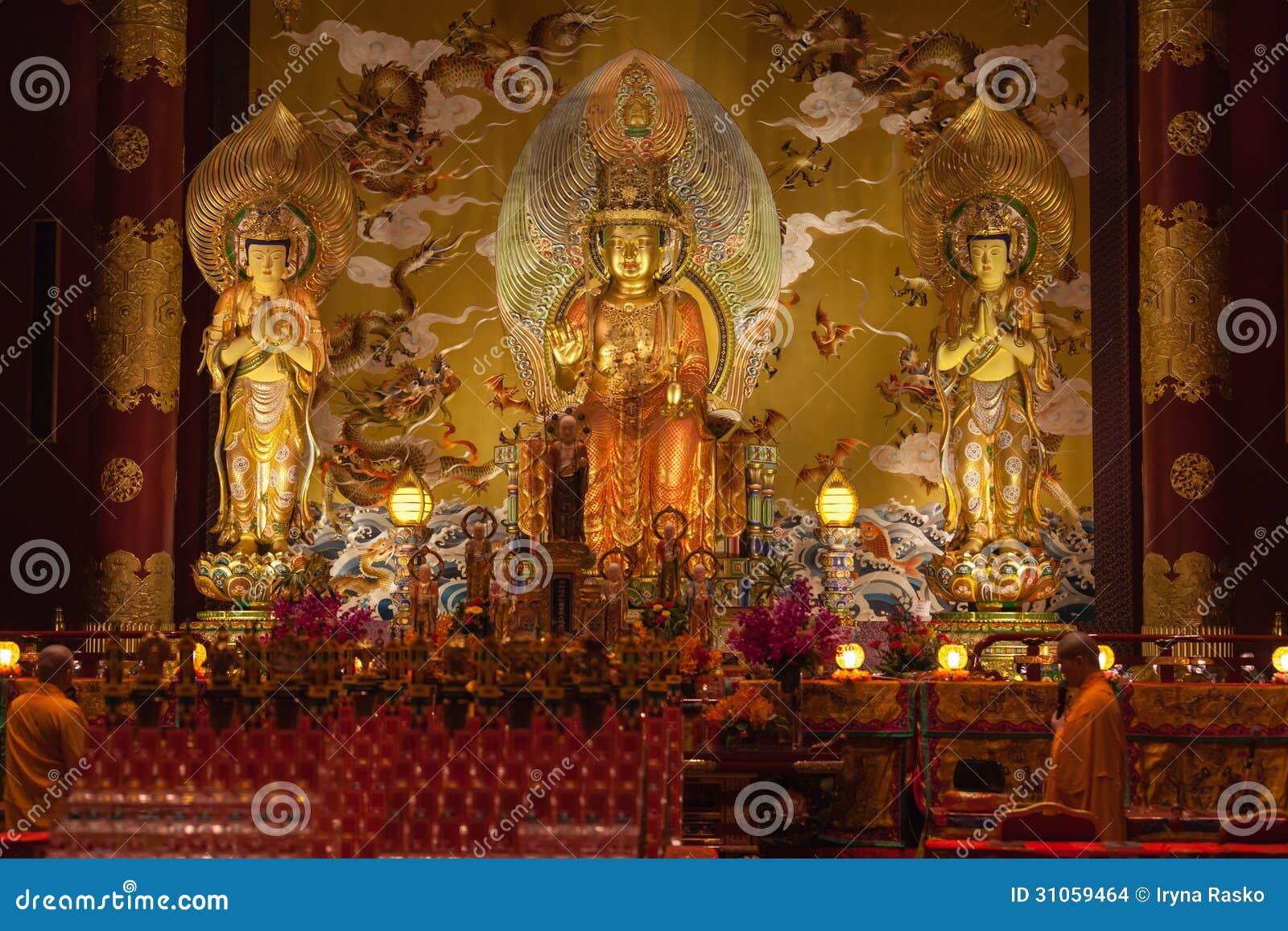 Buda no templo da relíquia do dente na cidade de China, Singapura