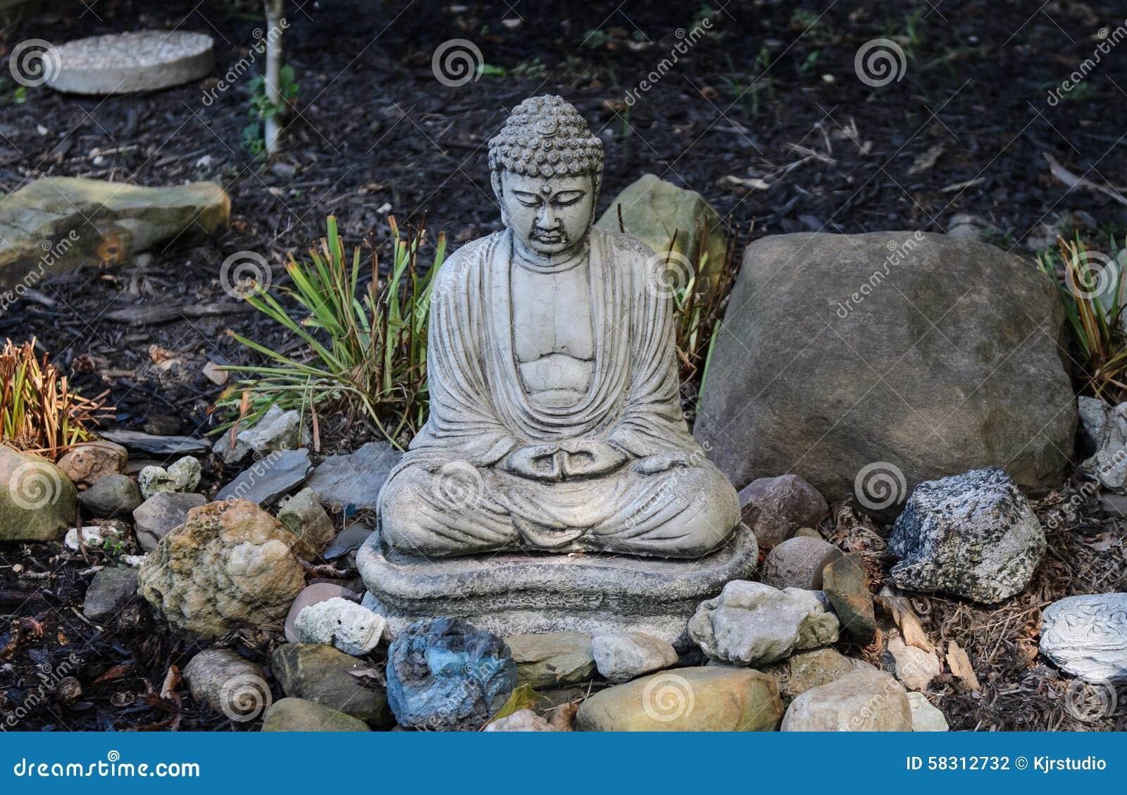 Buda s en el jard n foto de archivo imagen 58312732 - Buda jardin ...