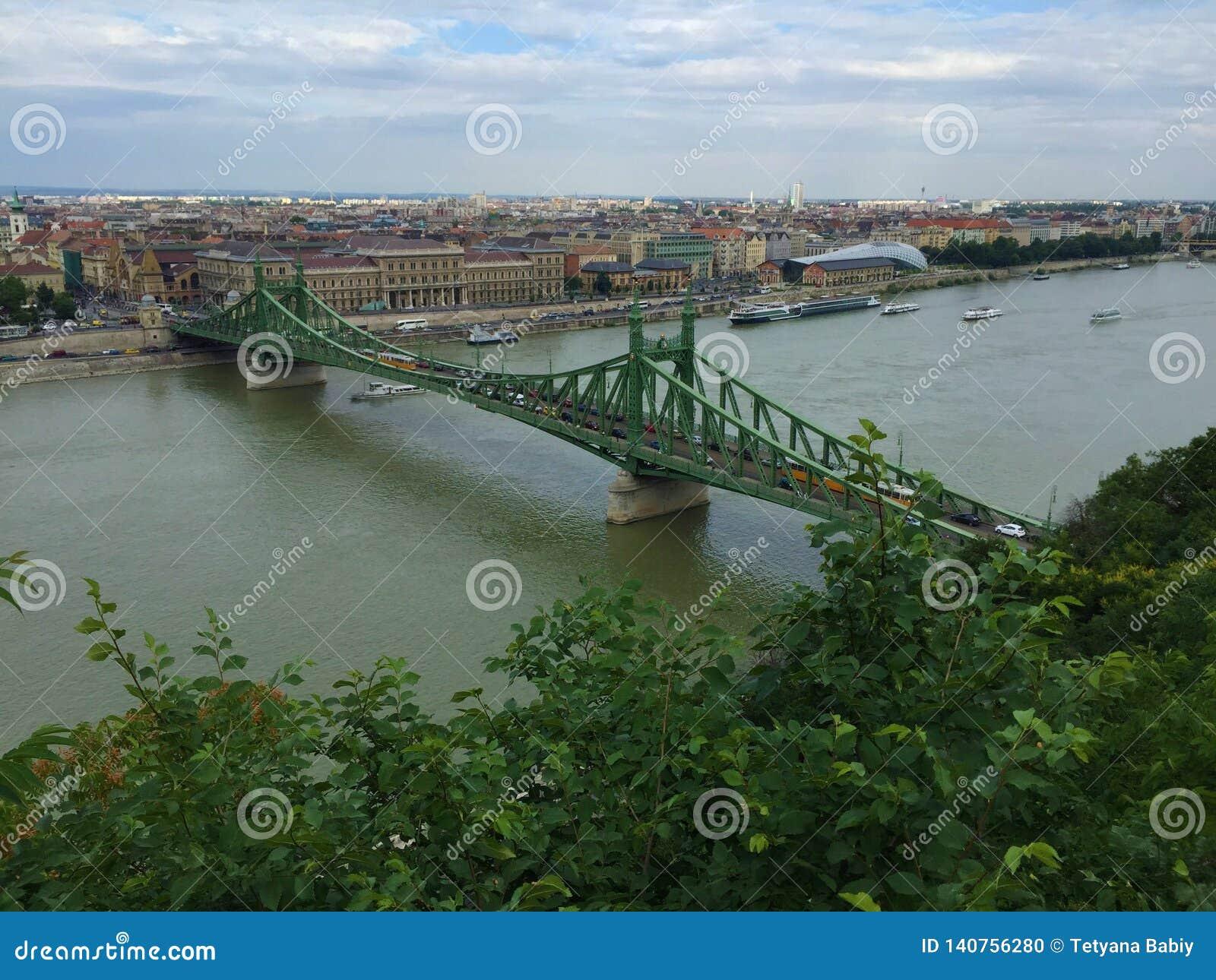 Budapest - Elisabeth Bridge - Ansicht vom Gipfel von Buda-Seite
