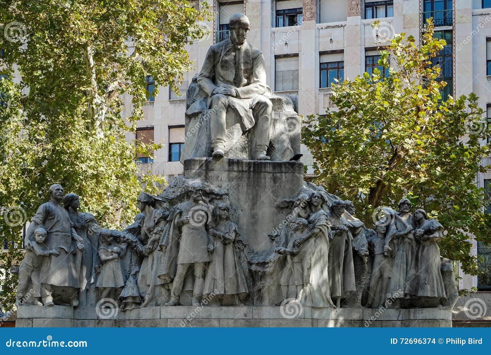 BUDAPEST, HUNGARY/EUROPE - 21 DE SETEMBRO: Estátua de Mihaly Voros