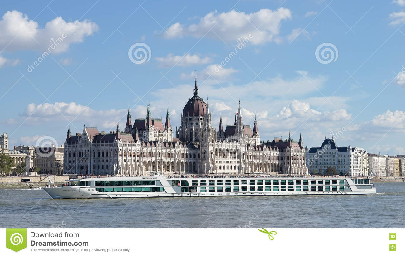 BUDAPEST, HUNGARY/EUROPE - SEPTEMBER 21 : River cruise along the
