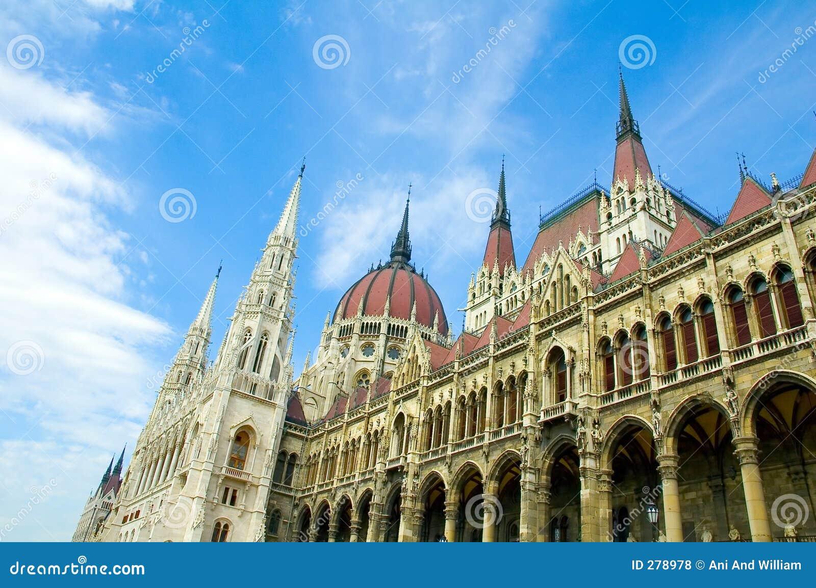 Budapest-Parlament, das 2 aufbaut
