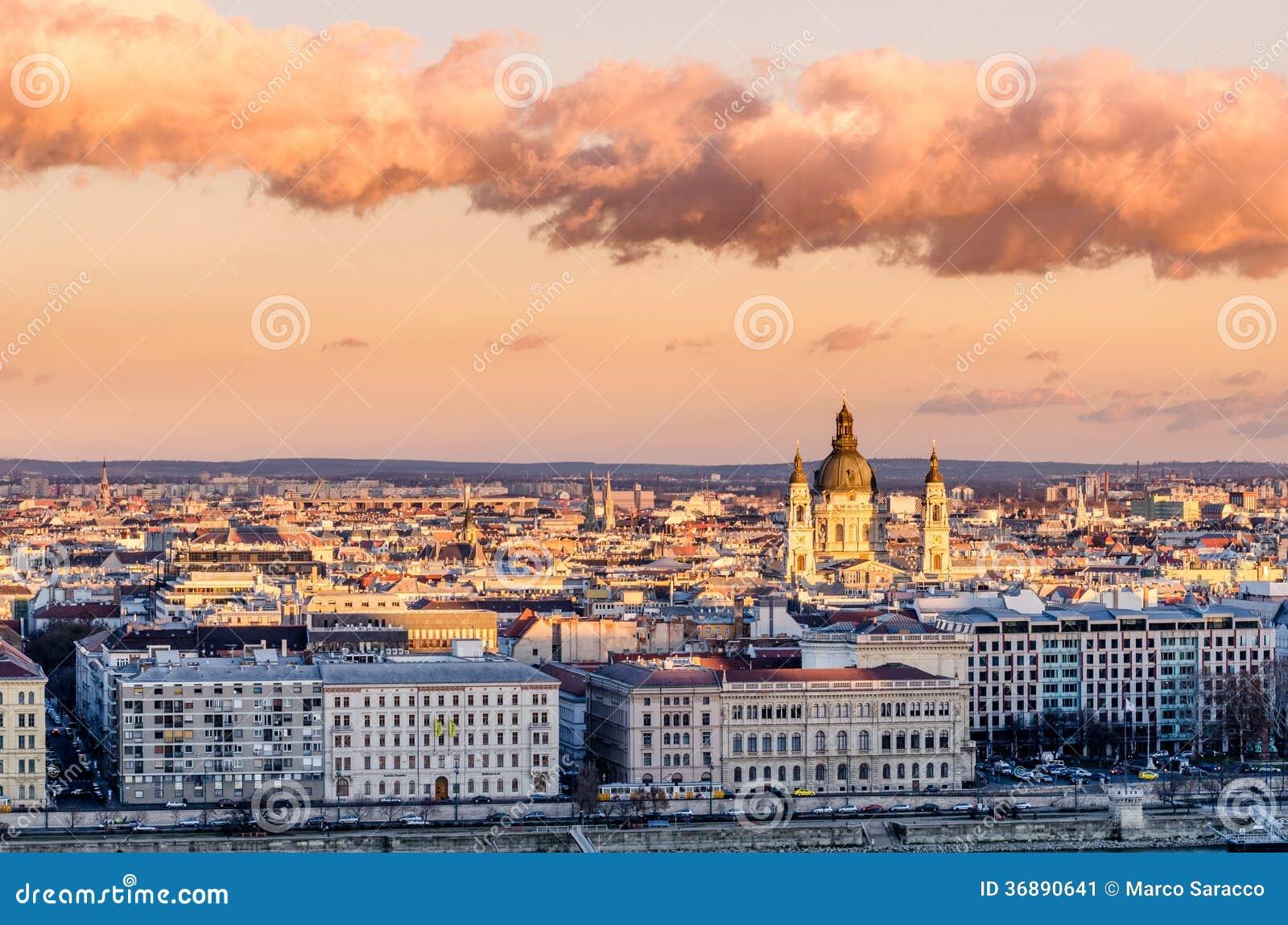 Download Budapest, tramonto immagine stock. Immagine di skyline - 36890641