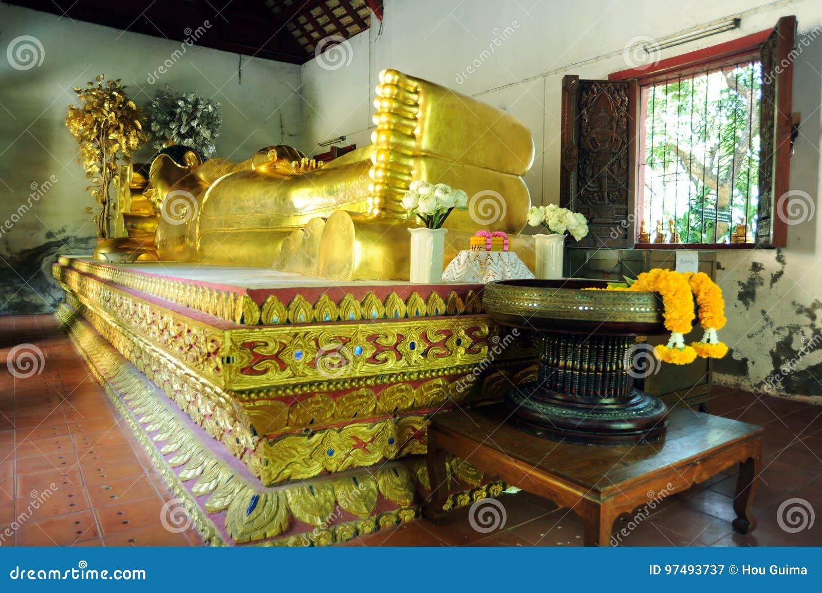 Buddha adagiantesi a Wat Phra Singh