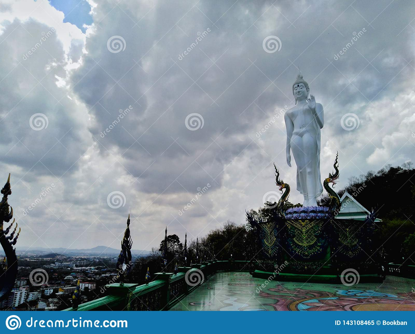 Buddha-Bild des heiligen Rechtes im Tempel von Thailand