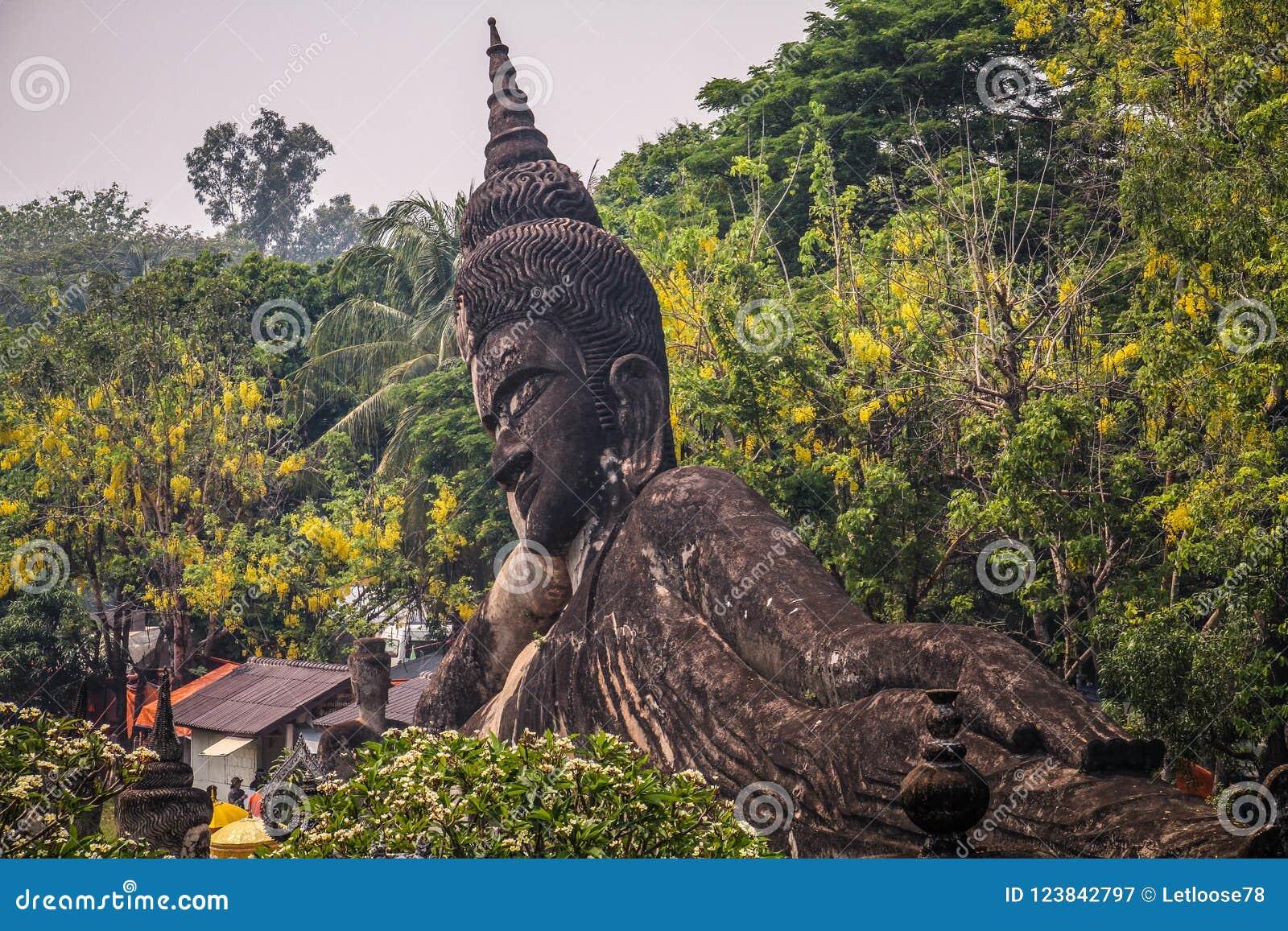 Buddha lapida la statua, parco di Buddha, Vientiane, Laos