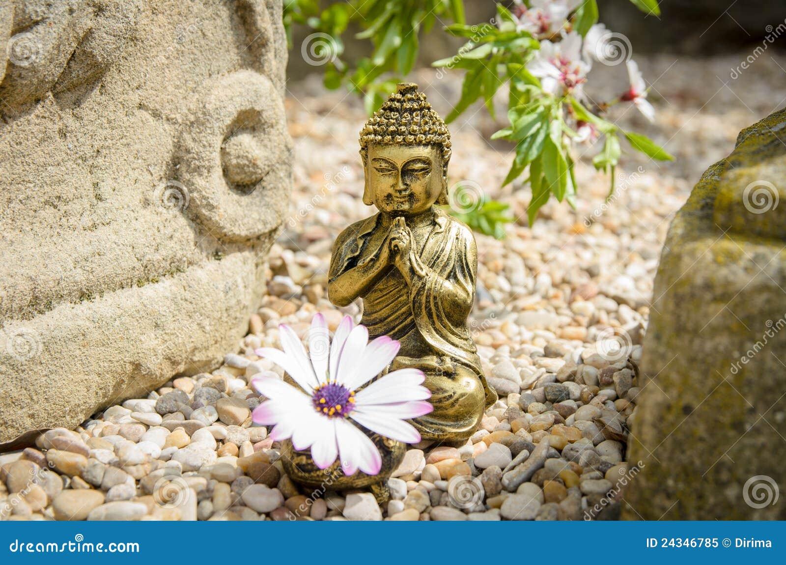 buddha mit altar und blume stockbild bild von zerbrechlichkeit 24346785. Black Bedroom Furniture Sets. Home Design Ideas