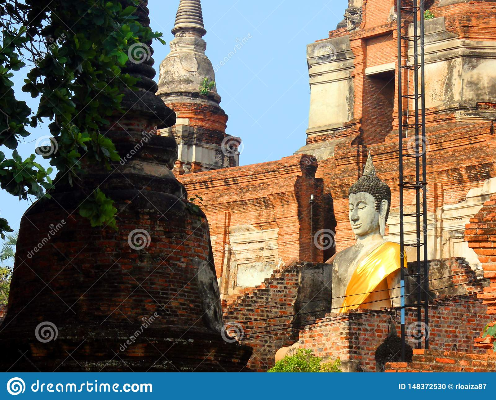 Buddha statua w antycznej ?wi?tyni Wat Phra Sri Sanphet, stary Royal Palace ayutthaya Thailand