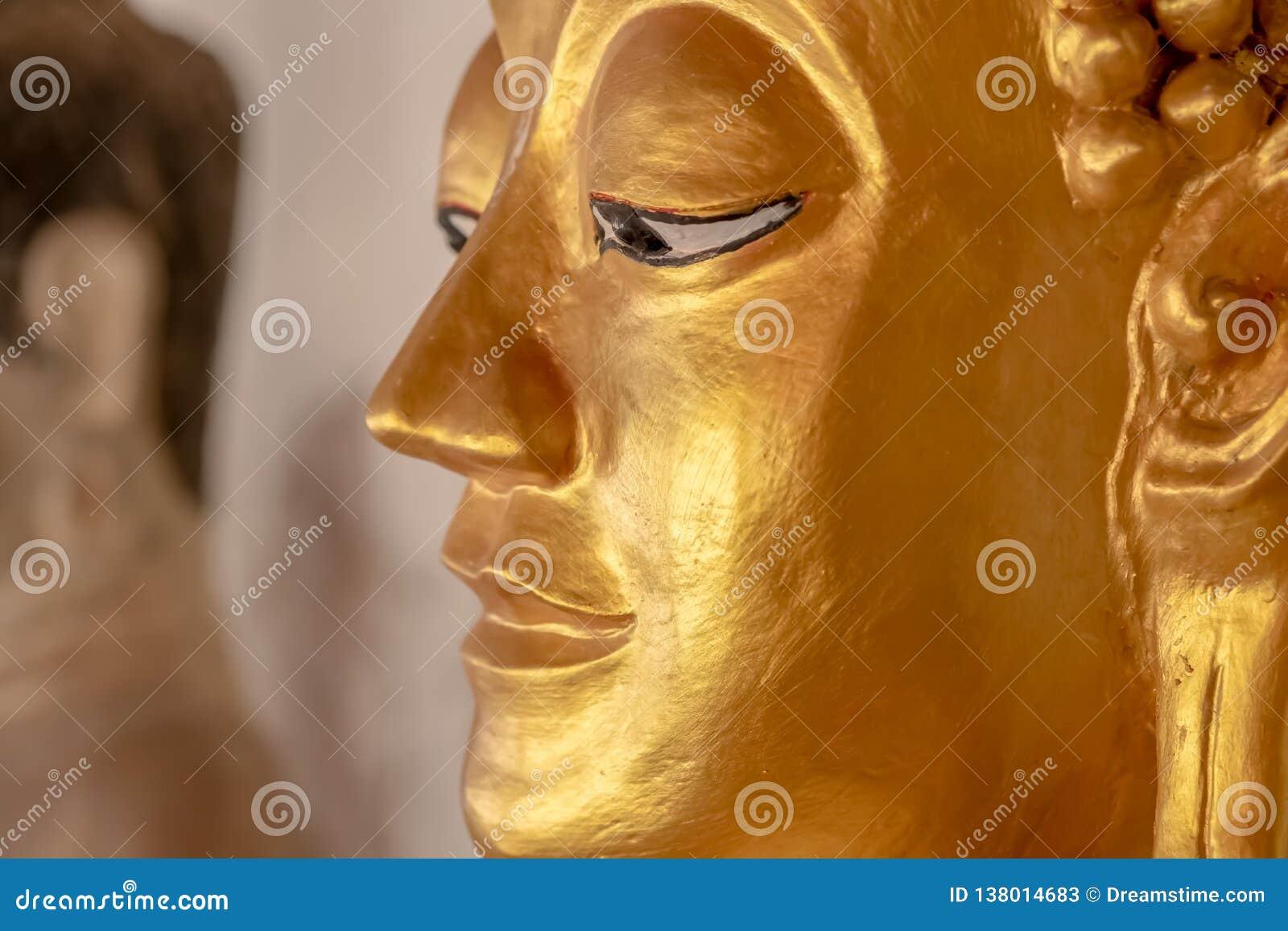 Buddha statua w Tajlandzkich świątyniach