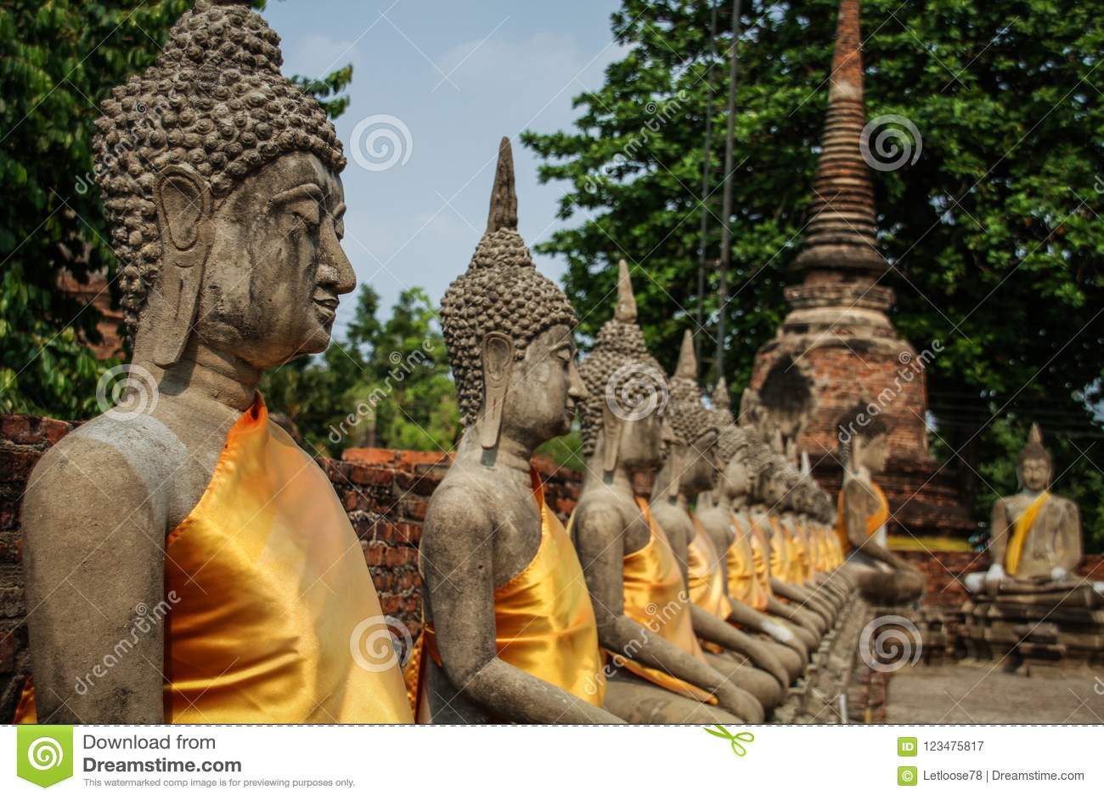 Buddha-Statuenausrichtung an Wat Yai Chai Mongkhon-Tempel, Ayutthaya, Chao Phraya Basin, Mittel-Thailand, Thailand