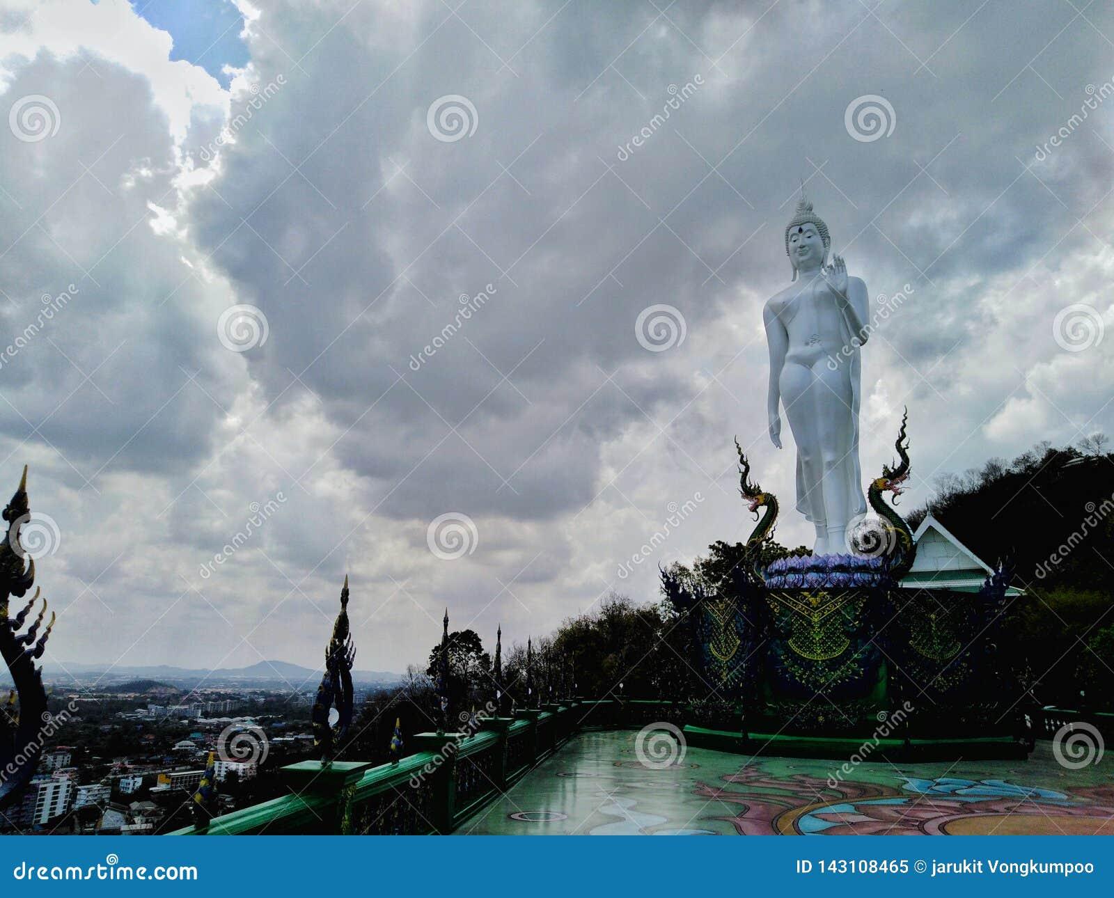 Buddha wizerunek święty dobro w świątyni Tajlandia