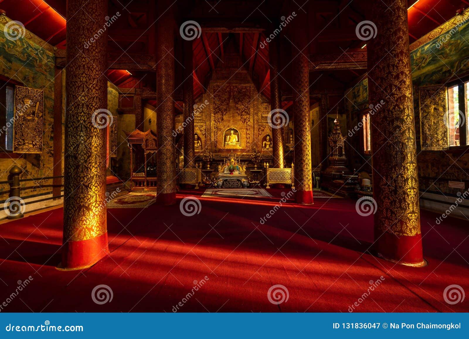 Buddha wizerunek w Wata Phra Singh świątyni