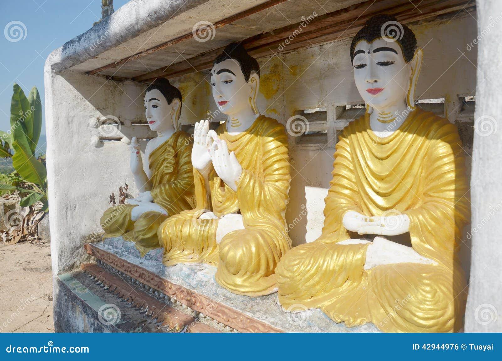 Buddha wizerunku statuy Birma styl przy Tai Ta Ya monasterem