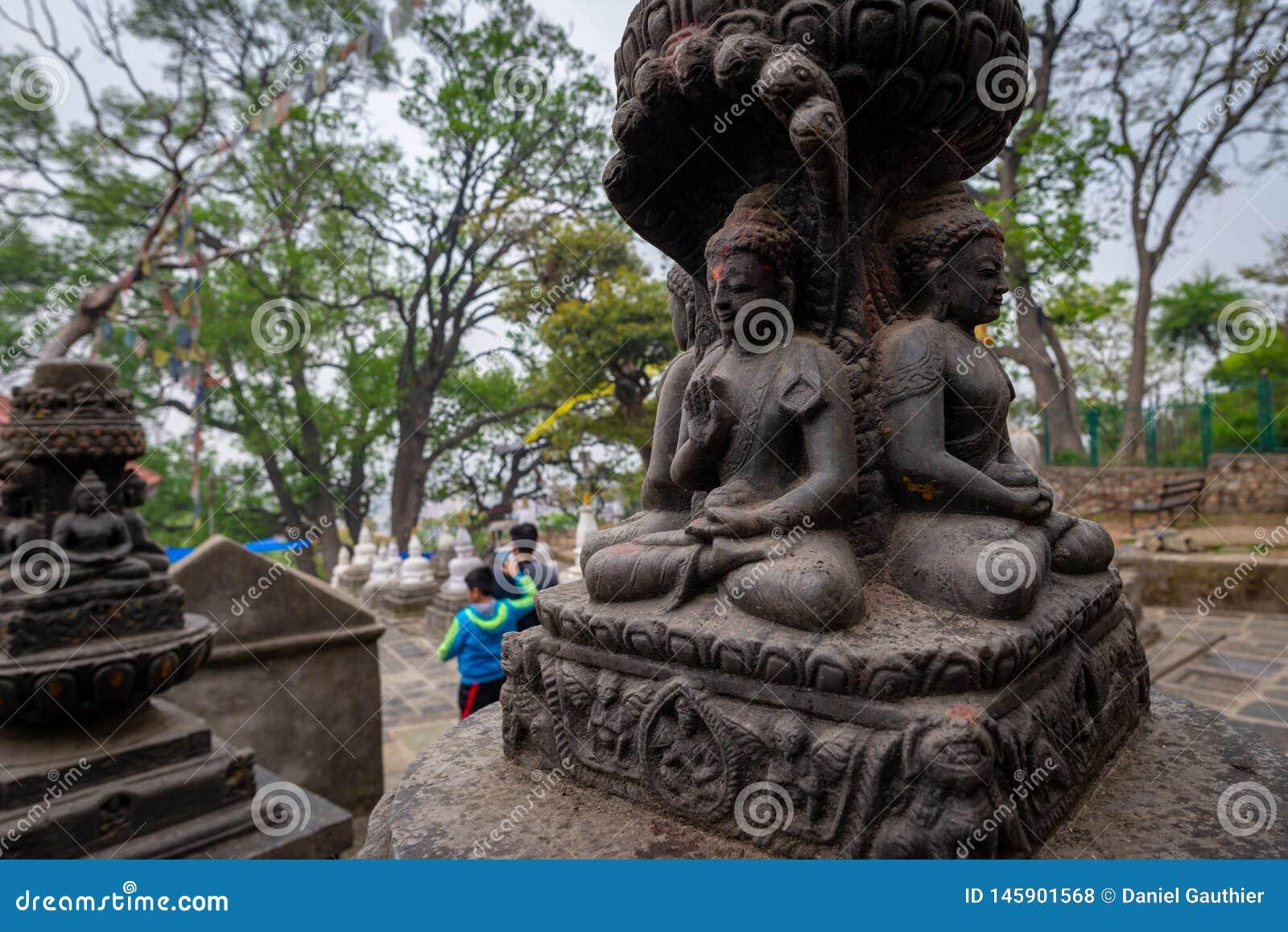 4 buddhas и посетителя
