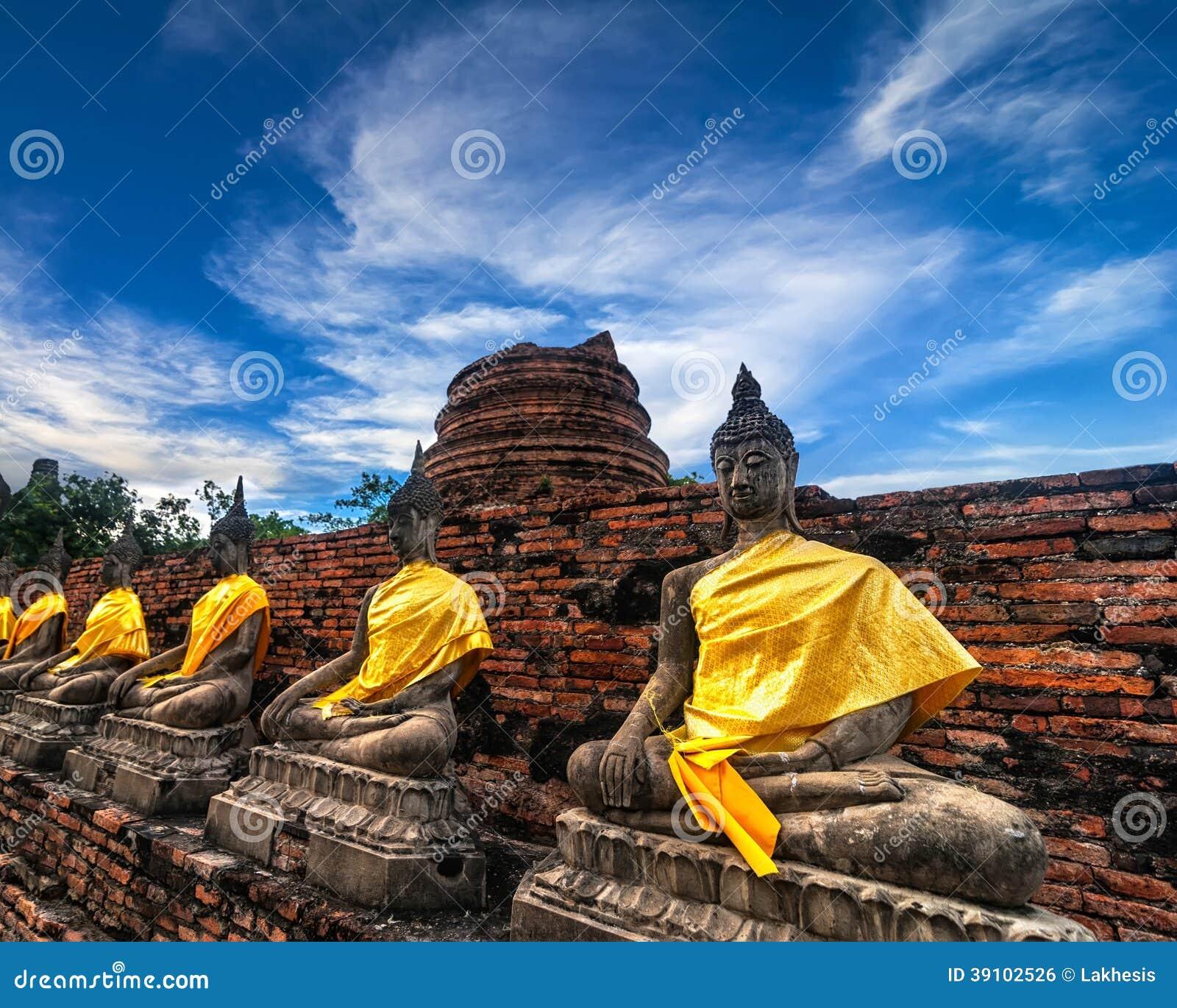 Buddhas bij Wat Yai Chai Mongkhon-tempel. Ayutthaya, Thailand