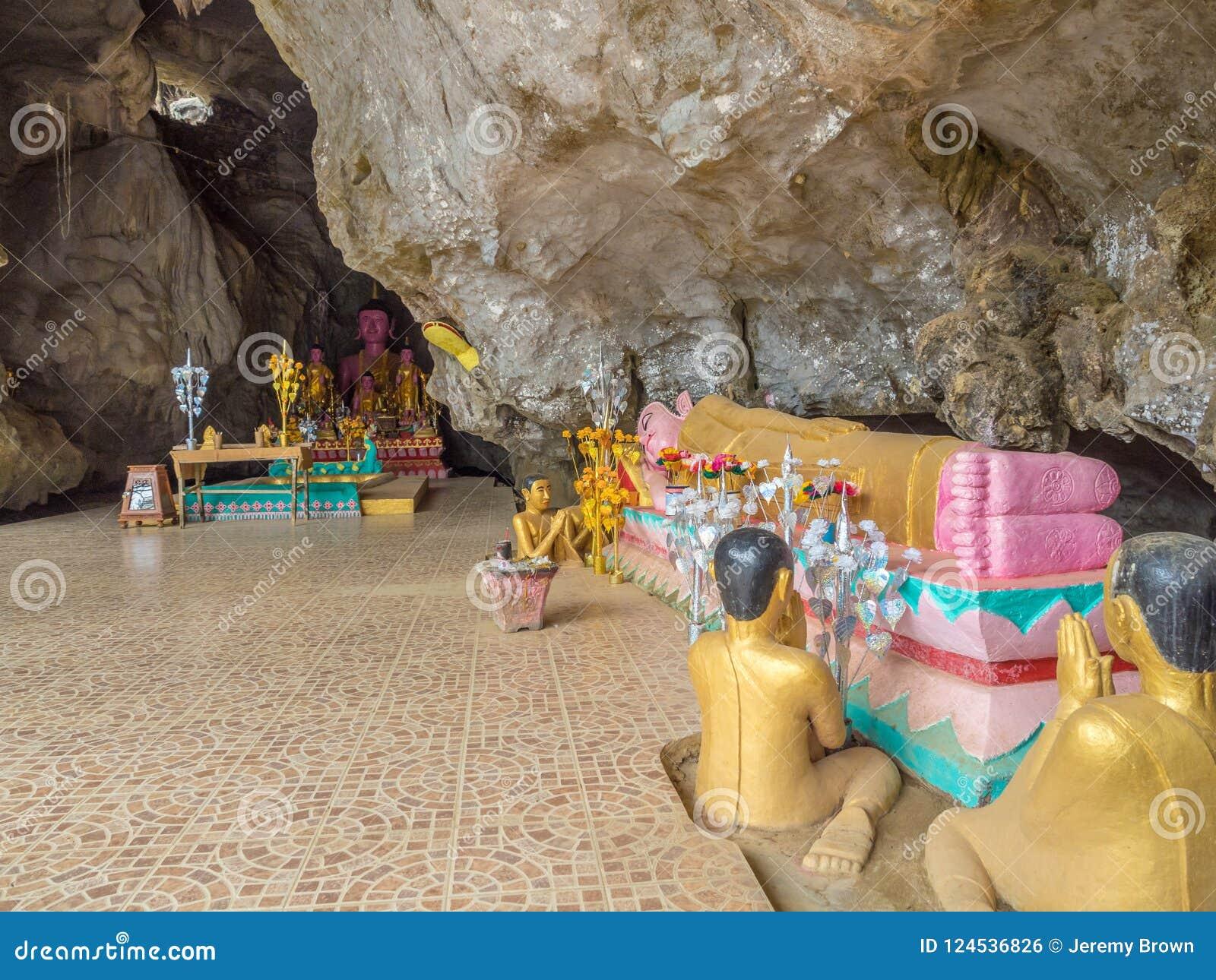 Buddhas in caverna di Tham Xang, Laos